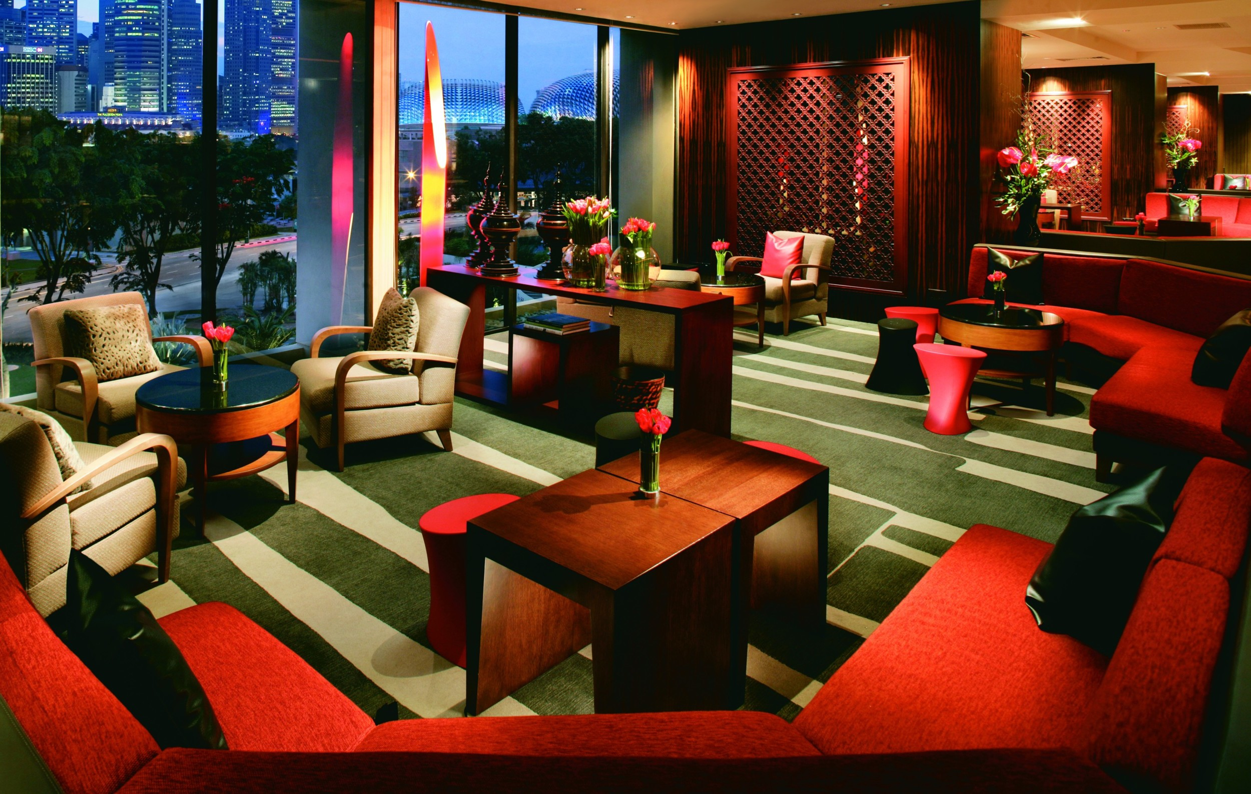 Axis Bar and Lounge at Night   Photo Credit: Mandarin Oriental, Singapore
