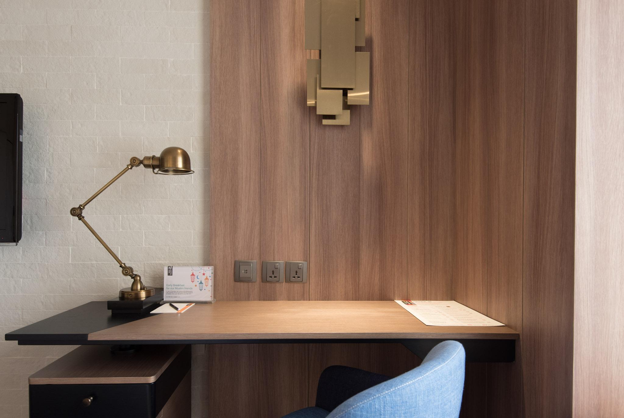 Work Desk in Club Room (Hotel Jen Tanglin)