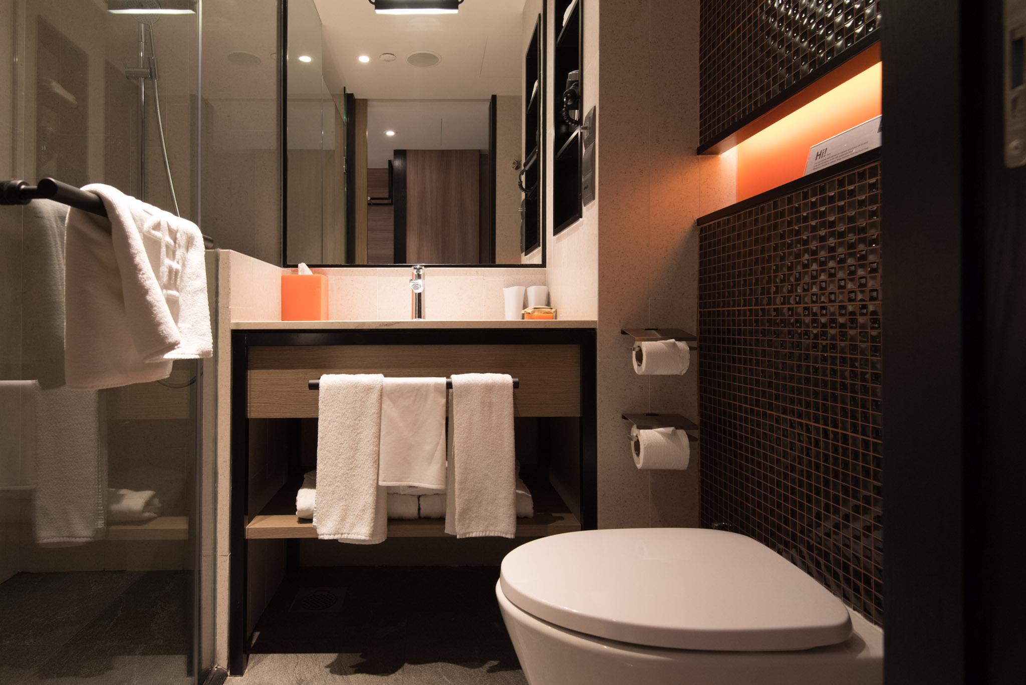 Bathroom of Club Room (Hotel Jen Tanglin)