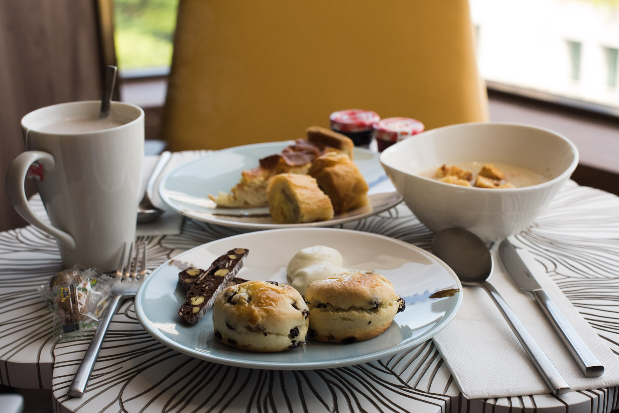 Afternoon Tea in the Club Lounge (Hotel Jen Tanglin)