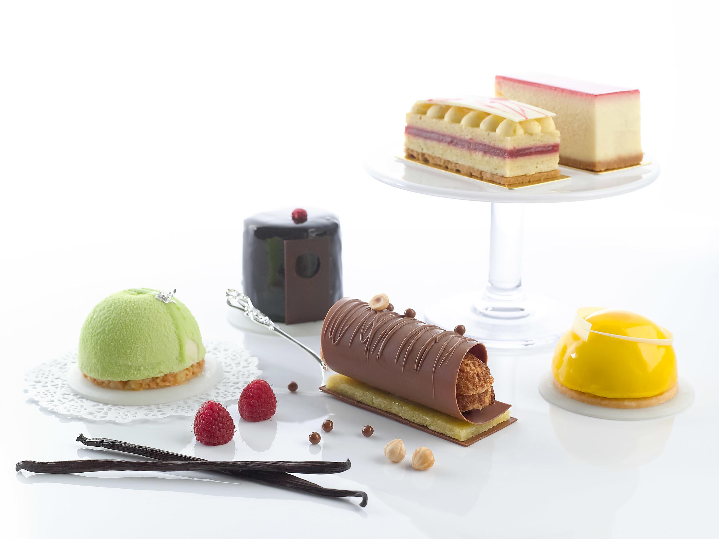 Mini Cakes at Tuxedo   Photo Credit: Carlton Hotel Singapore