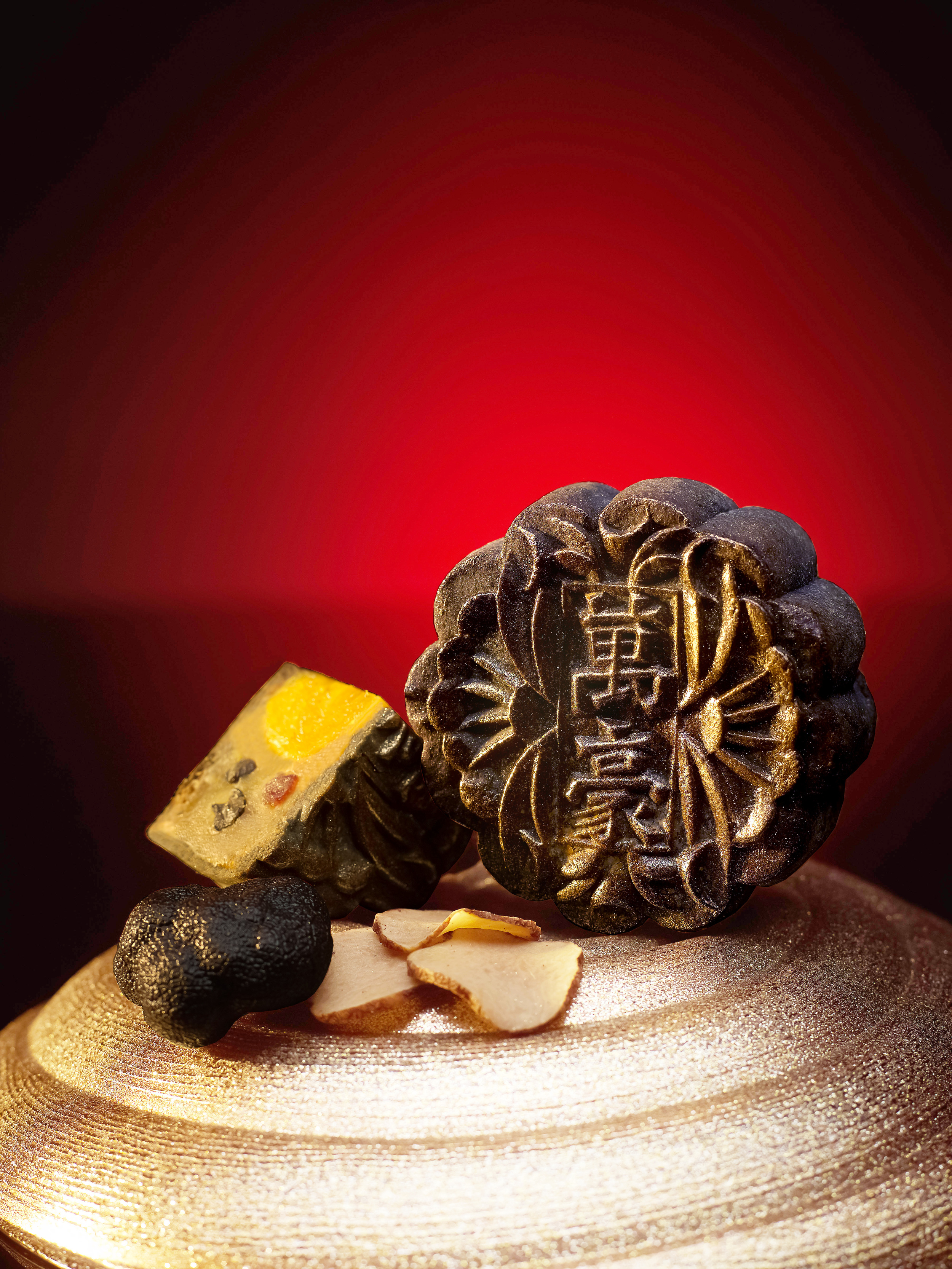 Black Truffle, Roasted Chestnut, Waxed Duck and Single Yolk with White Lotus Seed Paste Baked Mooncake (S$78 for box of four) | Photo Credit: Singapore Marriott Tang Plaza Hotel