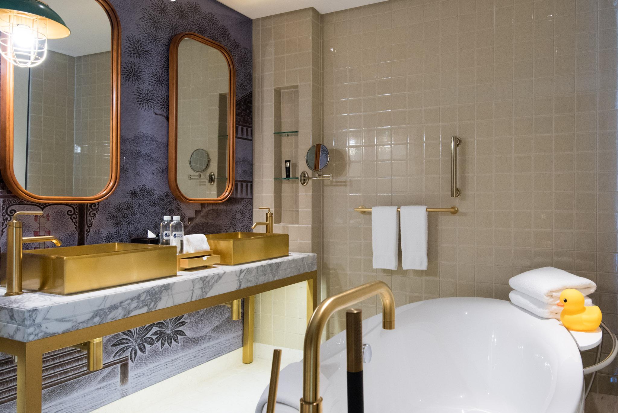 Chaiyapruek Executive Room (Bathroom) - Hotel Indigo Bangkok Wireless Road