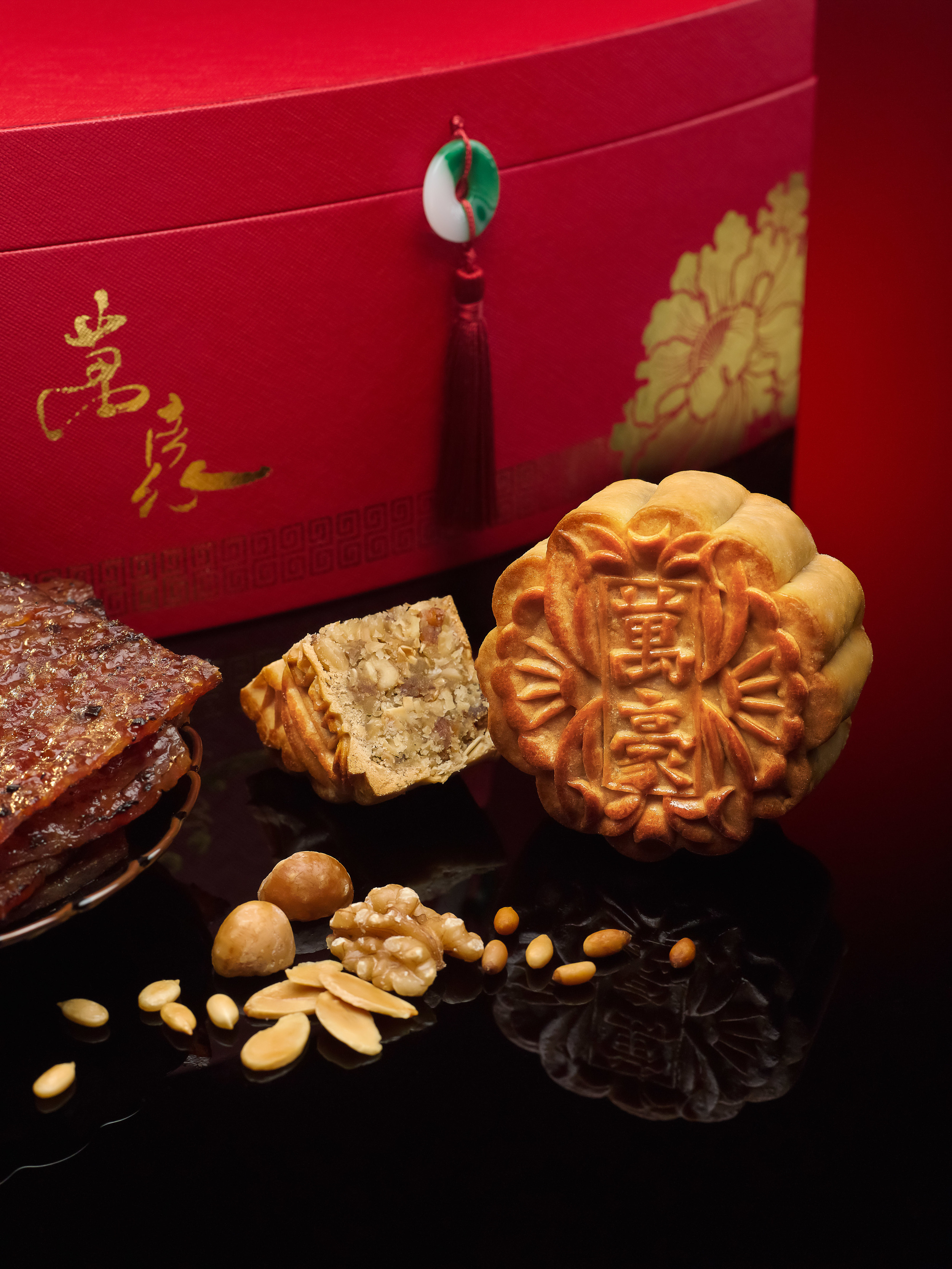 Jalapeno and Chicken Bak-Kwah with White Lotus Seed Paste Baked Mooncake (S$62 for box of four) | Photo Credit:Singapore Marriott Tang Plaza Hotel