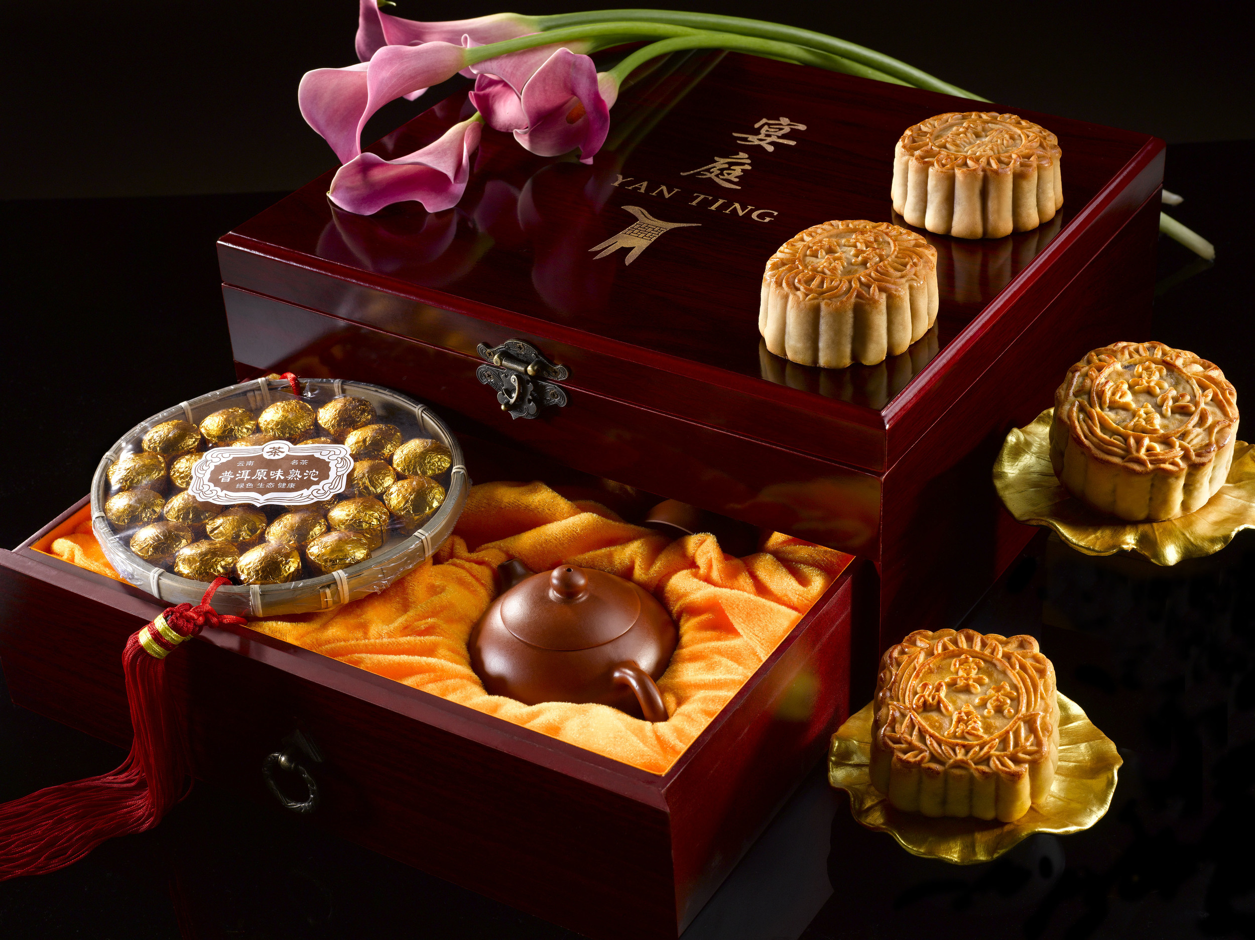 Four Traditional Baked Mooncakes Premium Gift Set (from S$147+) | Photo Credit: The St. Regis Singapore