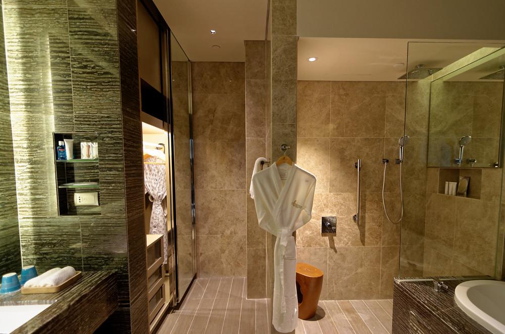 Skyline Studio Bathroom - One Farrer Hotel & Spa