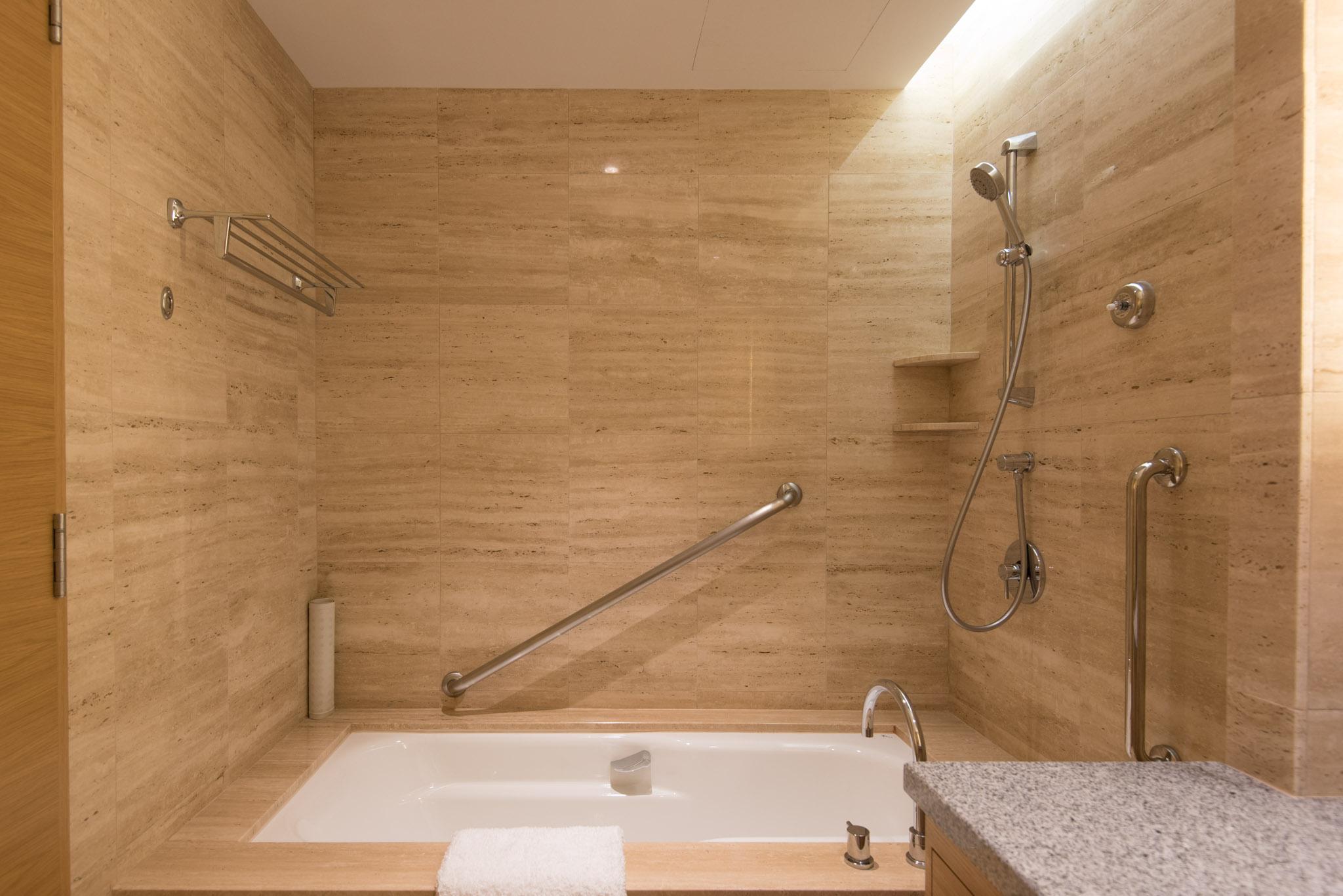 Deluxe Room Bathroom - Hotel Jen Orchardgateway Singapore