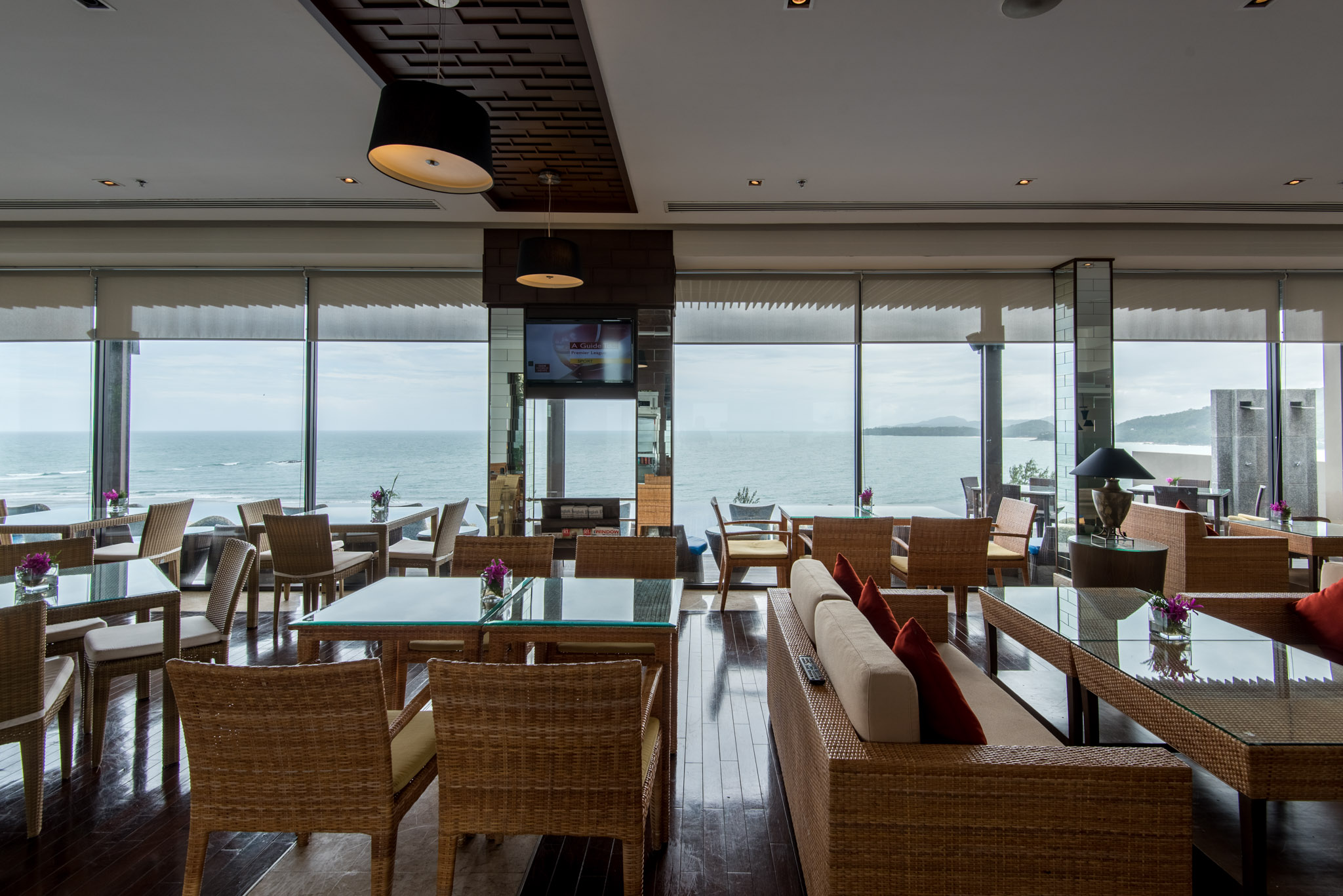 Regency Club The Pool Bar - Hyatt Regency Phuket Resort