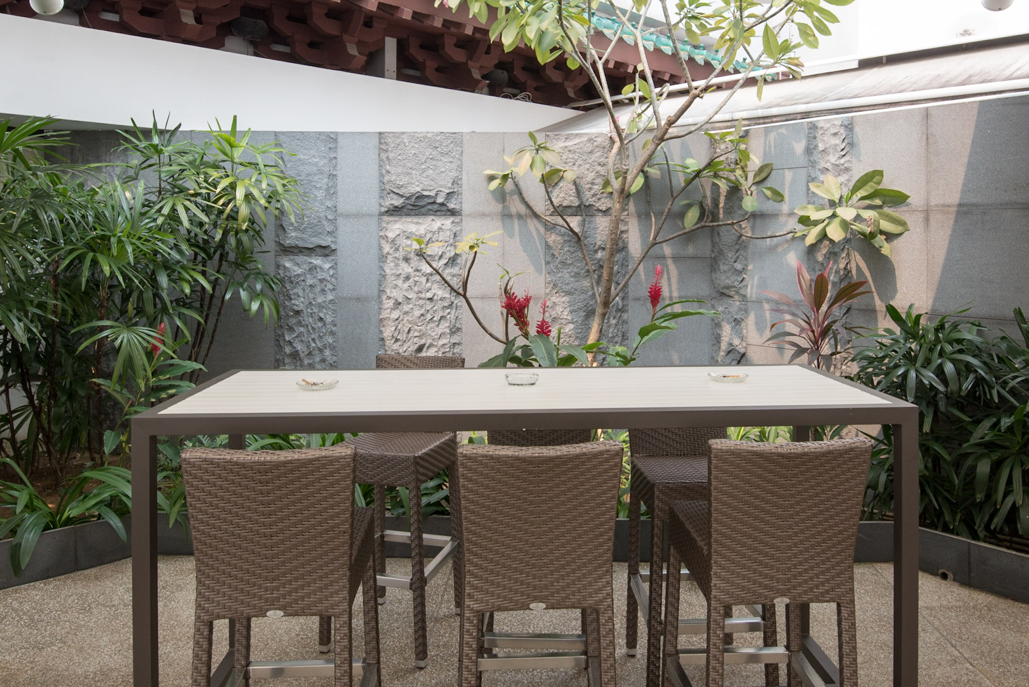 Al Fresco Seating Pool Grill - Singapore Marriott Tang Plaza Hotel