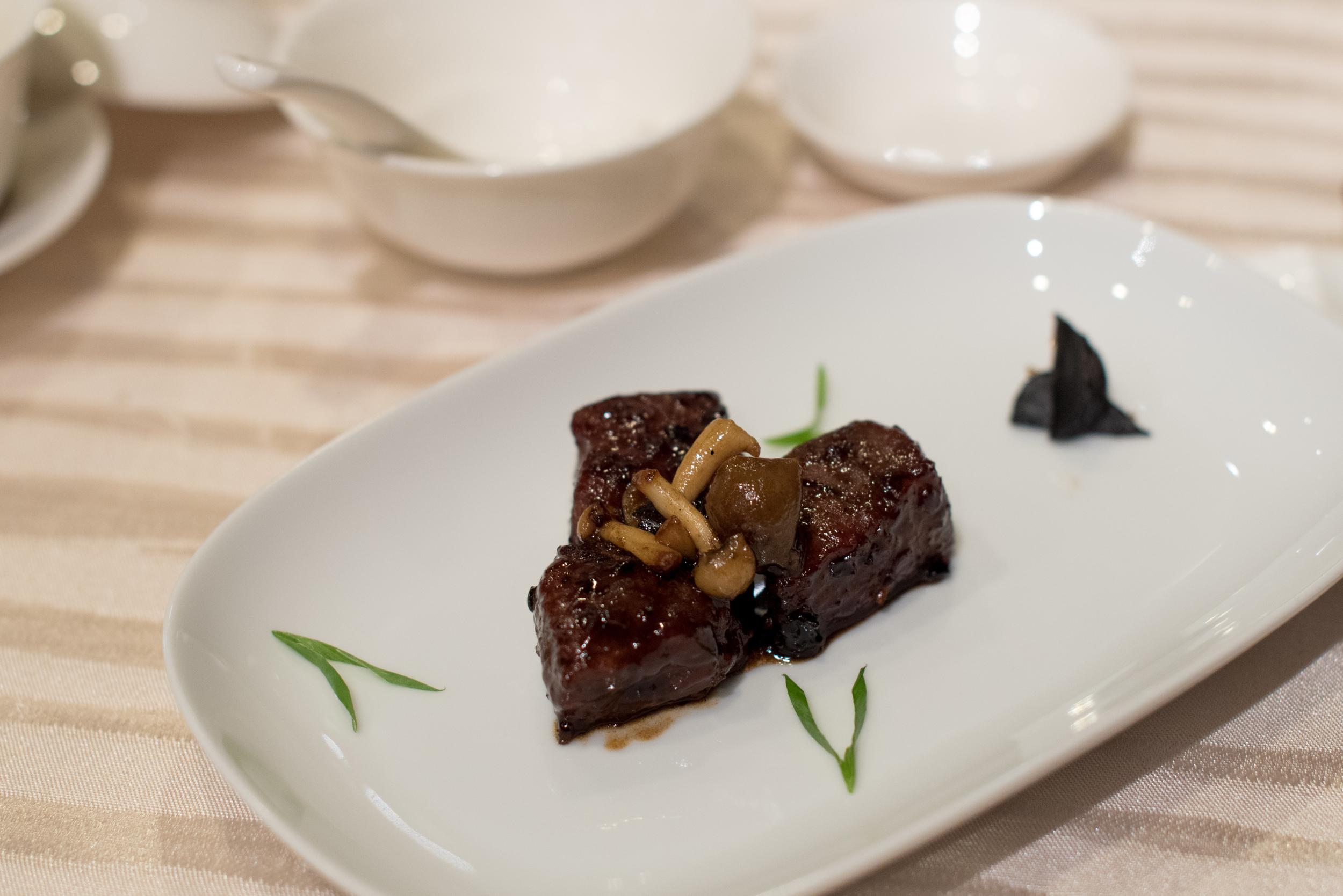 Wok-fried Beef Cube with Black Garlic Sauce    Wan Hao - Singapore Marriott Tang Plaza Hotel