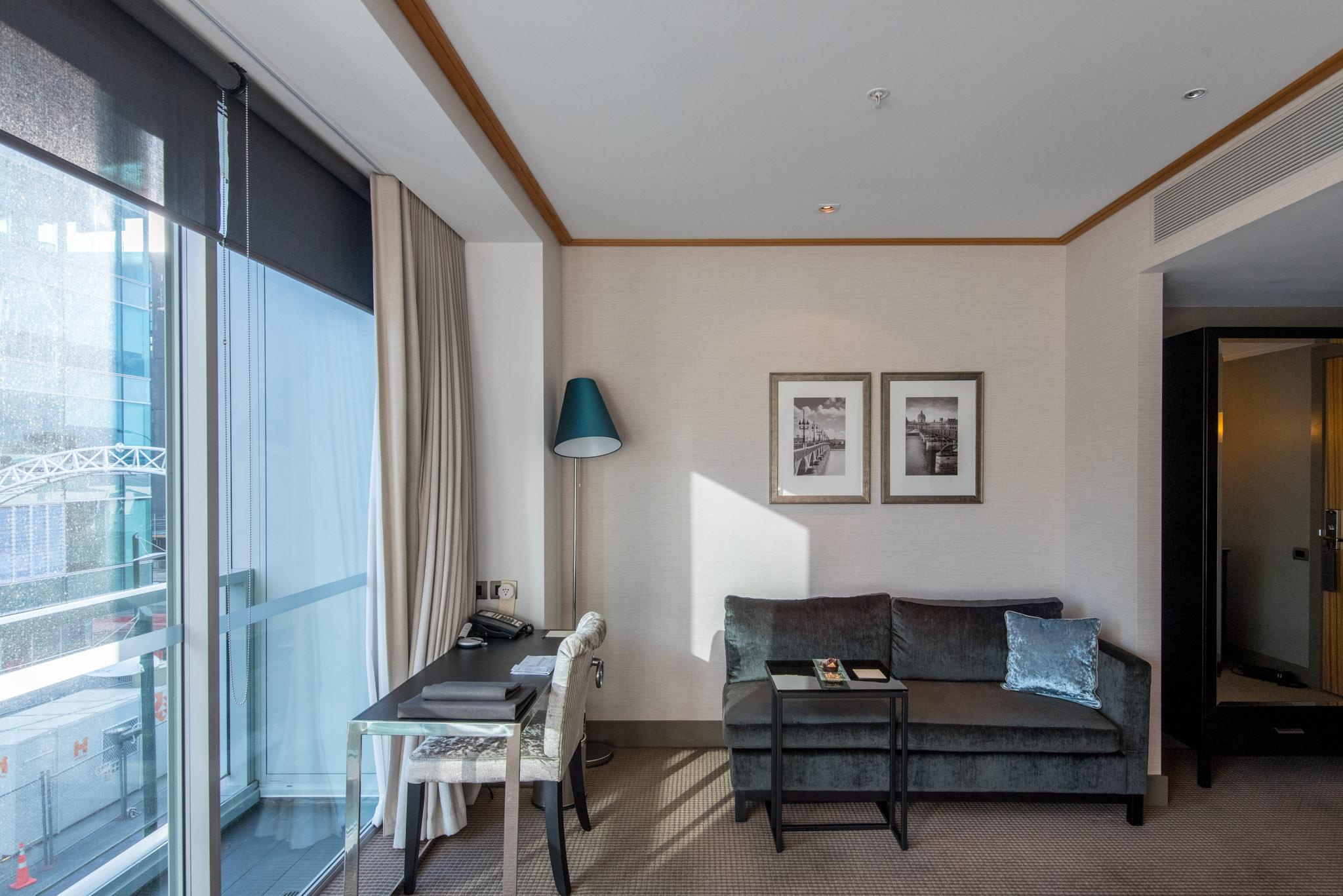Work Desk  Superior Room - Sofitel Auckland Viaduct Harbour
