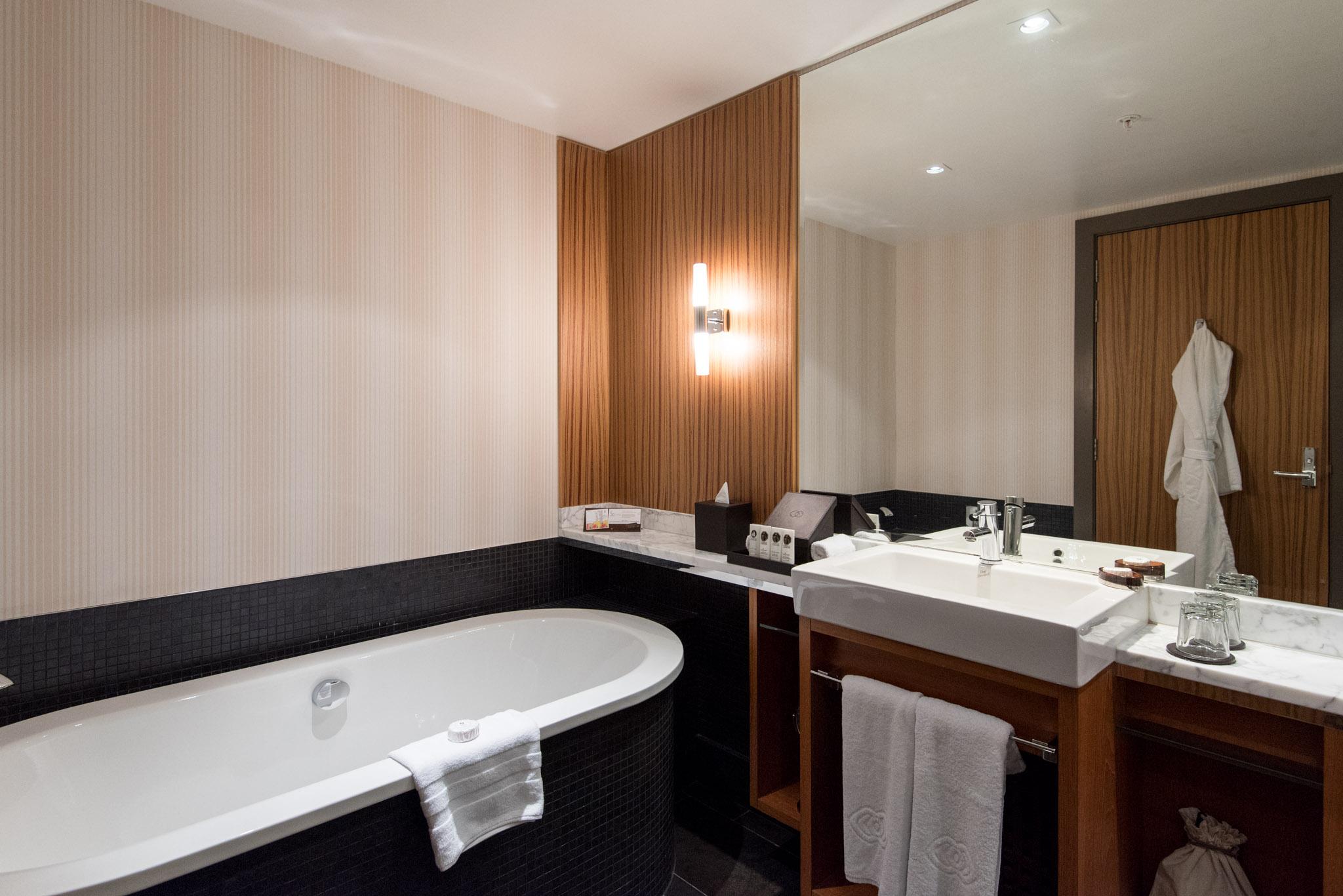 Bathroom  Superior Room - Sofitel Auckland Viaduct Harbour