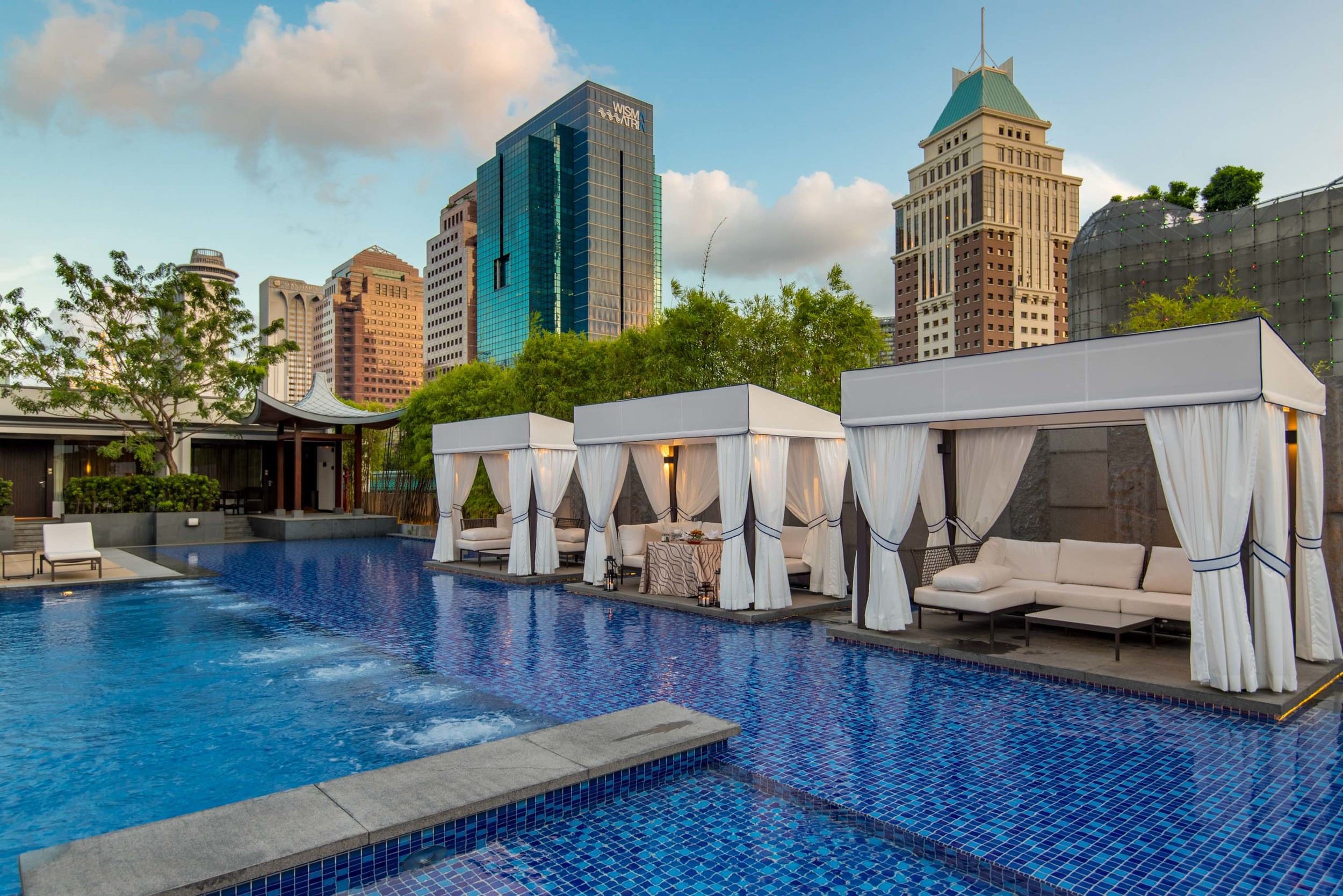 Private Dining by the Pool  Pool Grill - Singapore Marriott Tang Plaza