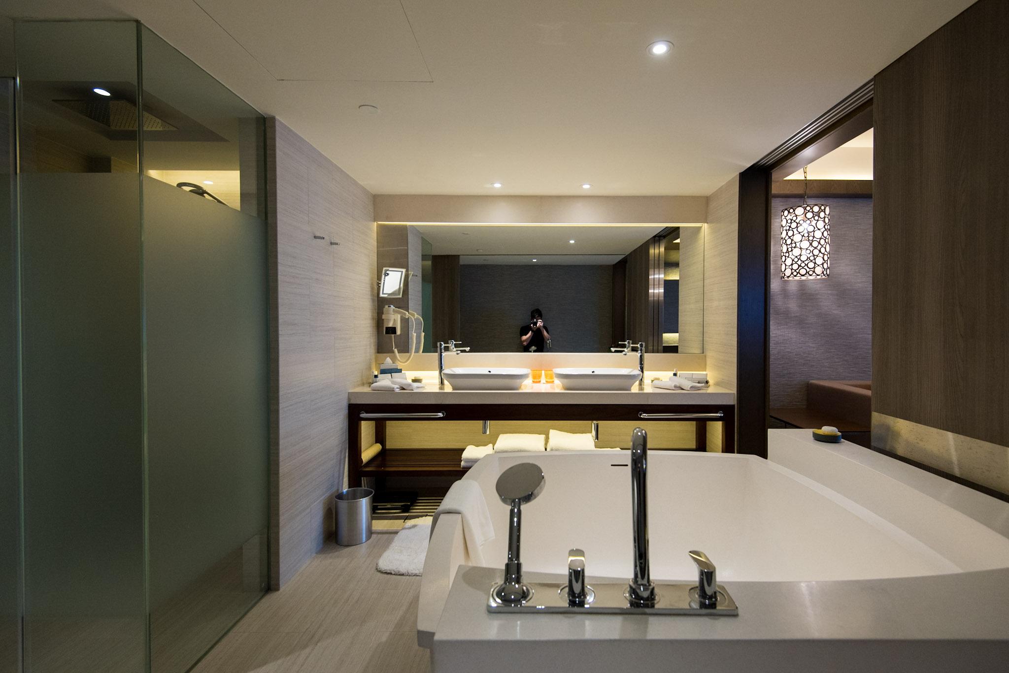 Bathroom    Pacific Harbour Studio - Pan Pacific Singapore