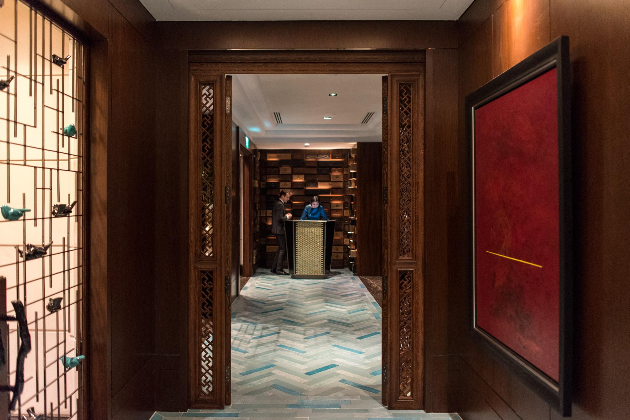 Entrance  Jiang-Nan Chun - Four Seasons Hotel Singapore