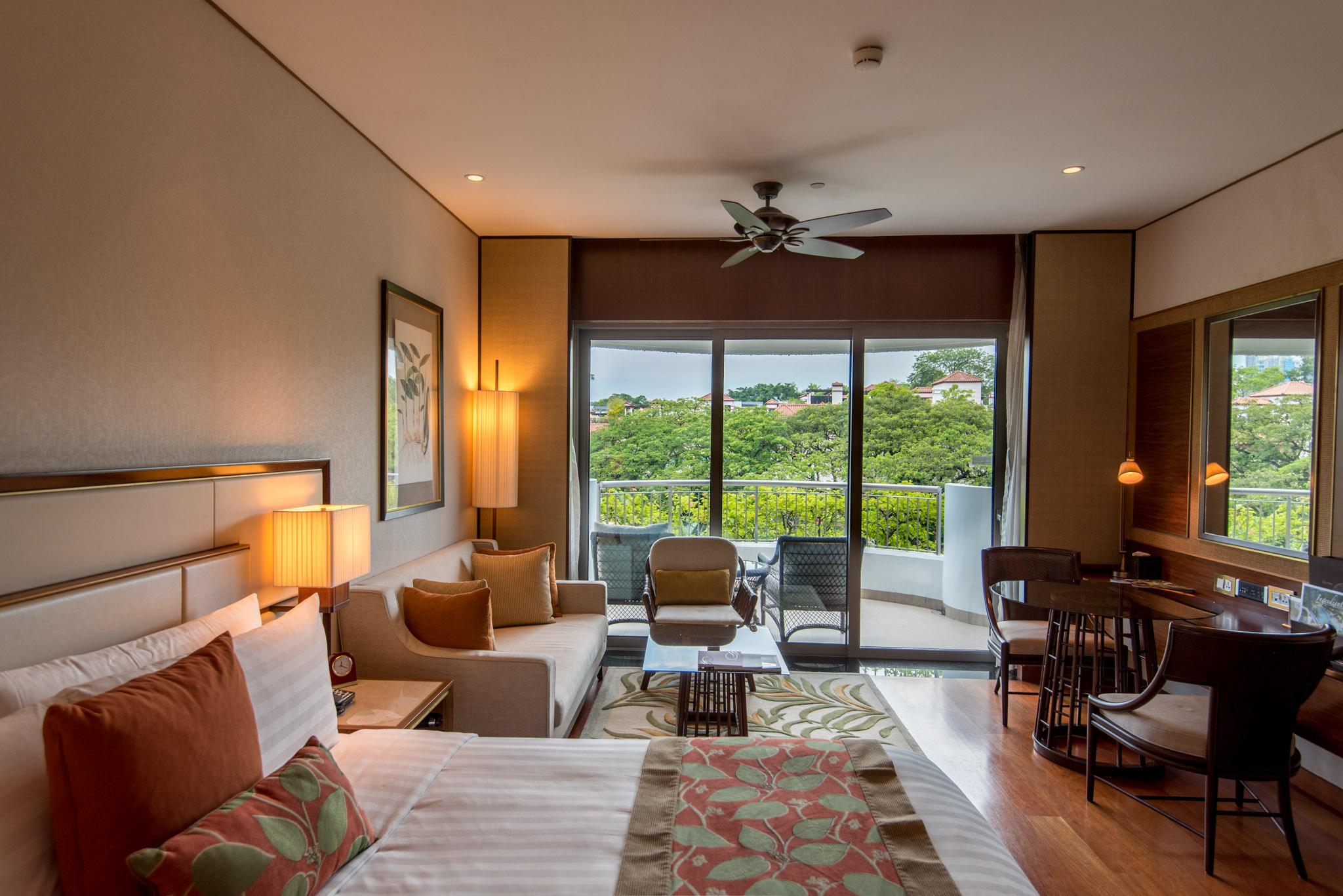 Bedroom  Garden Wing Deluxe Room - Shangri-La Hotel, Singapore