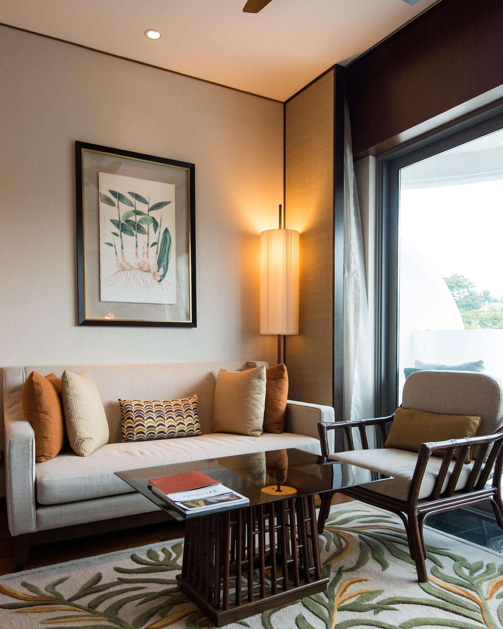 Bedroom - Lounge Area   Garden Wing Deluxe Room - Shangri-La Hotel, Singapore
