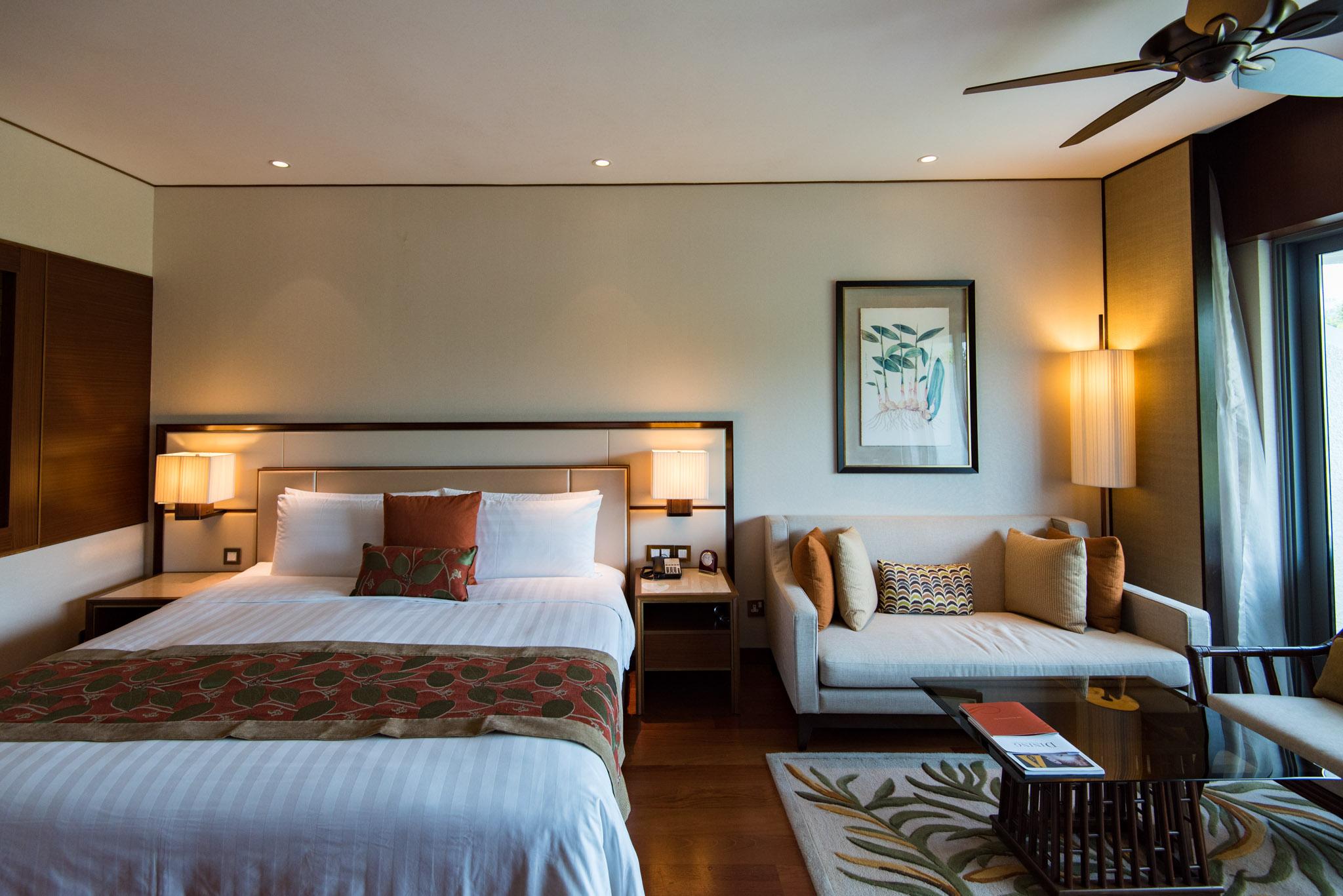 Television   Garden Wing Deluxe Room - Shangri-La Hotel, Singapore