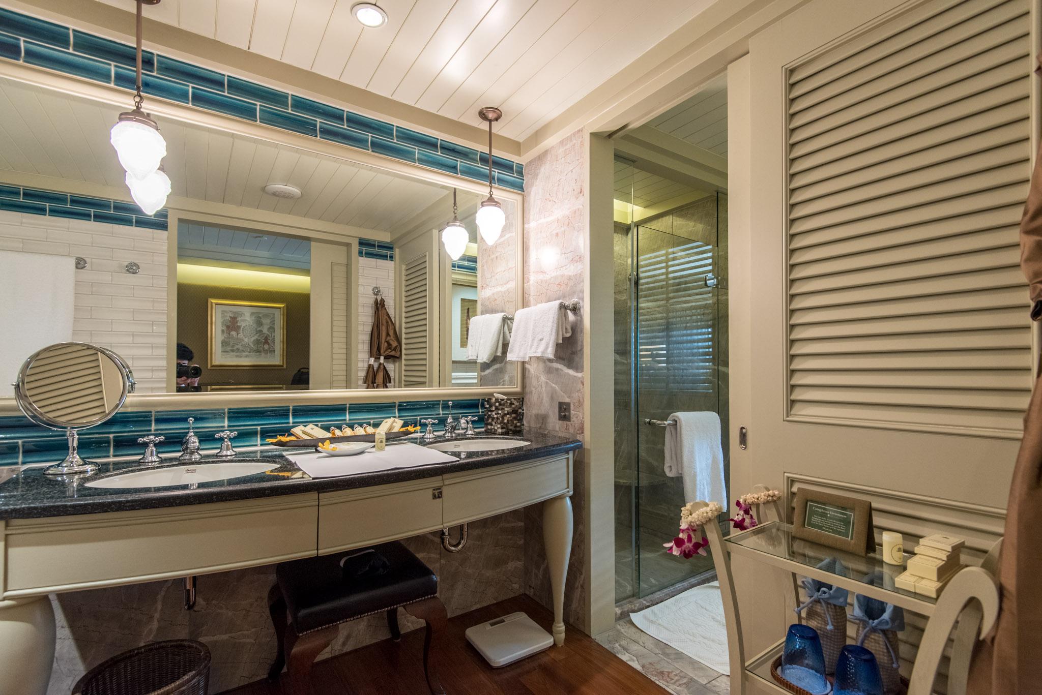 Bathroom - Deluxe Room    Mandarin Oriental, Bangkok