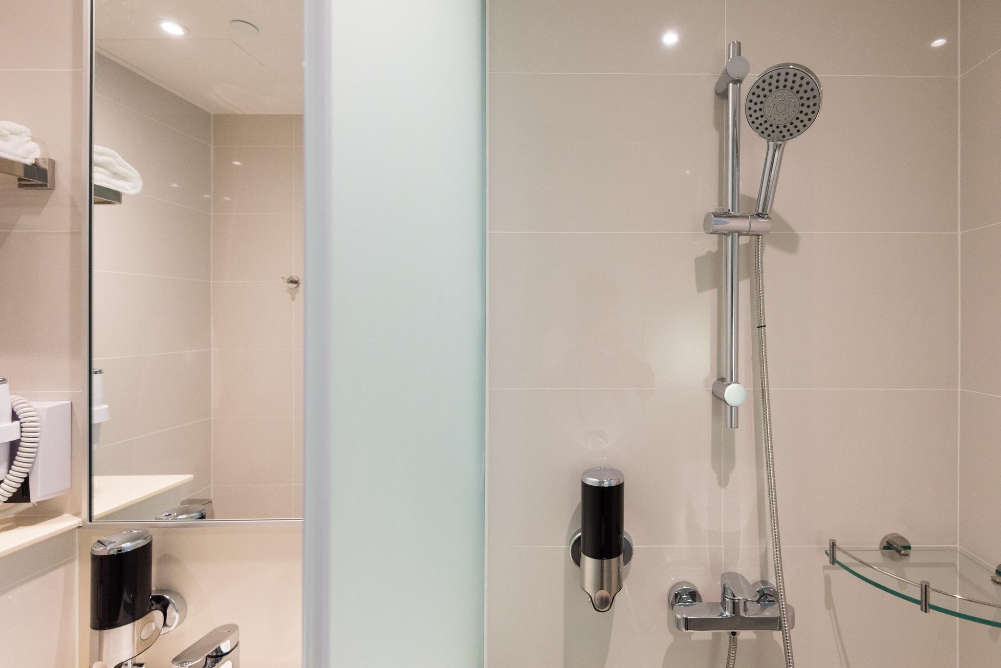 Bathroom    Holiday Inn Express Singapore Katong