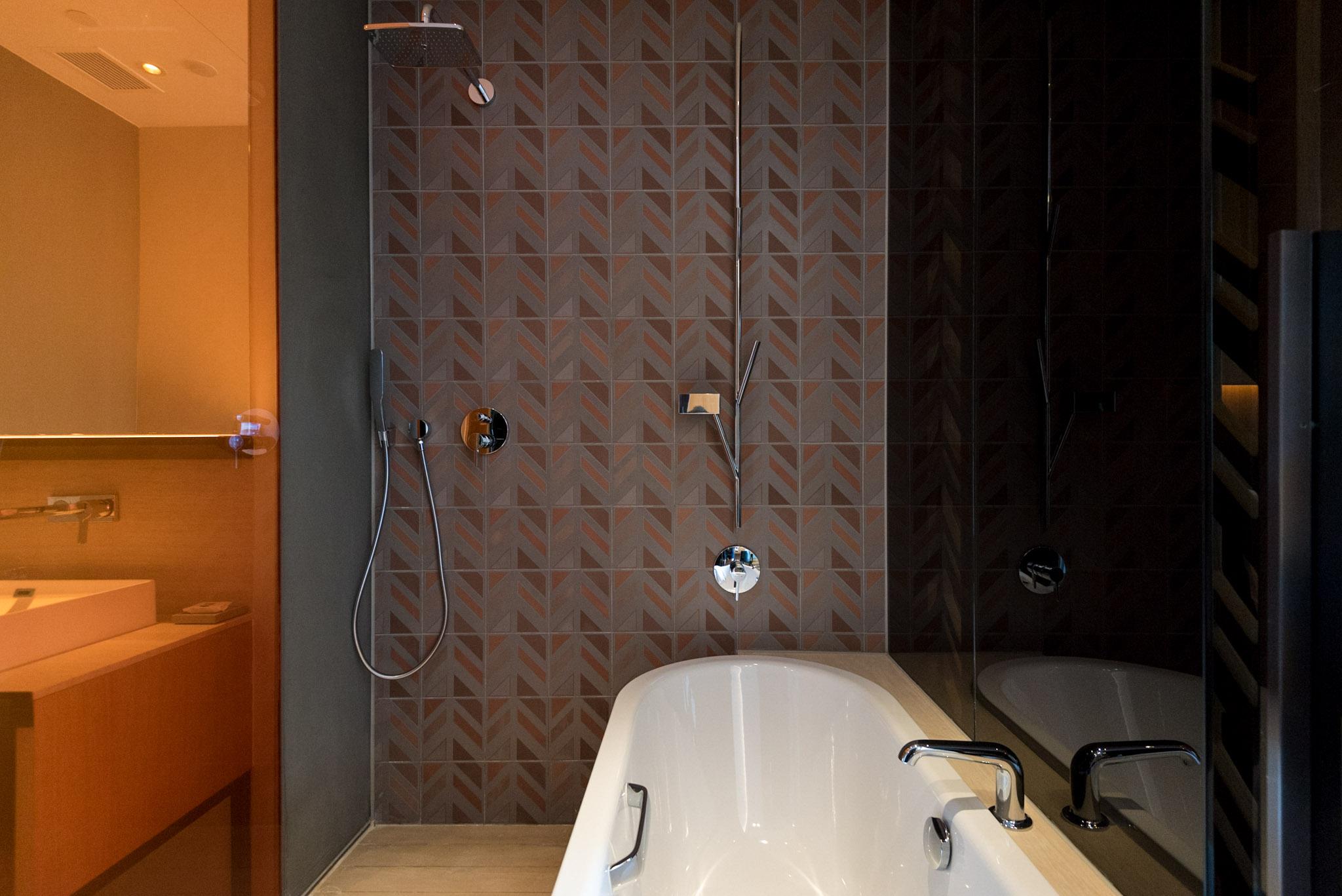 Bathroom - Club Room    Oasia Hotel Downtown Singapore