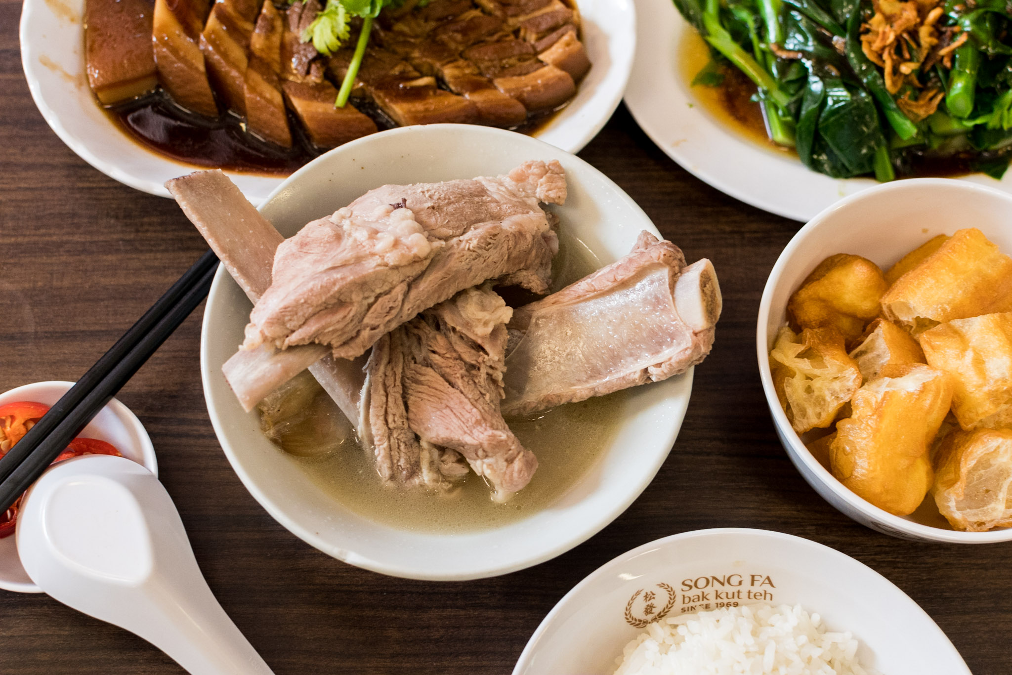 Song Fa Bak Kut Teh - Shot on Nikon D500  Bib Gourmand (Michelin Guide Singapore 2016) ISO 1600 | f / 4 | 1/160 sec