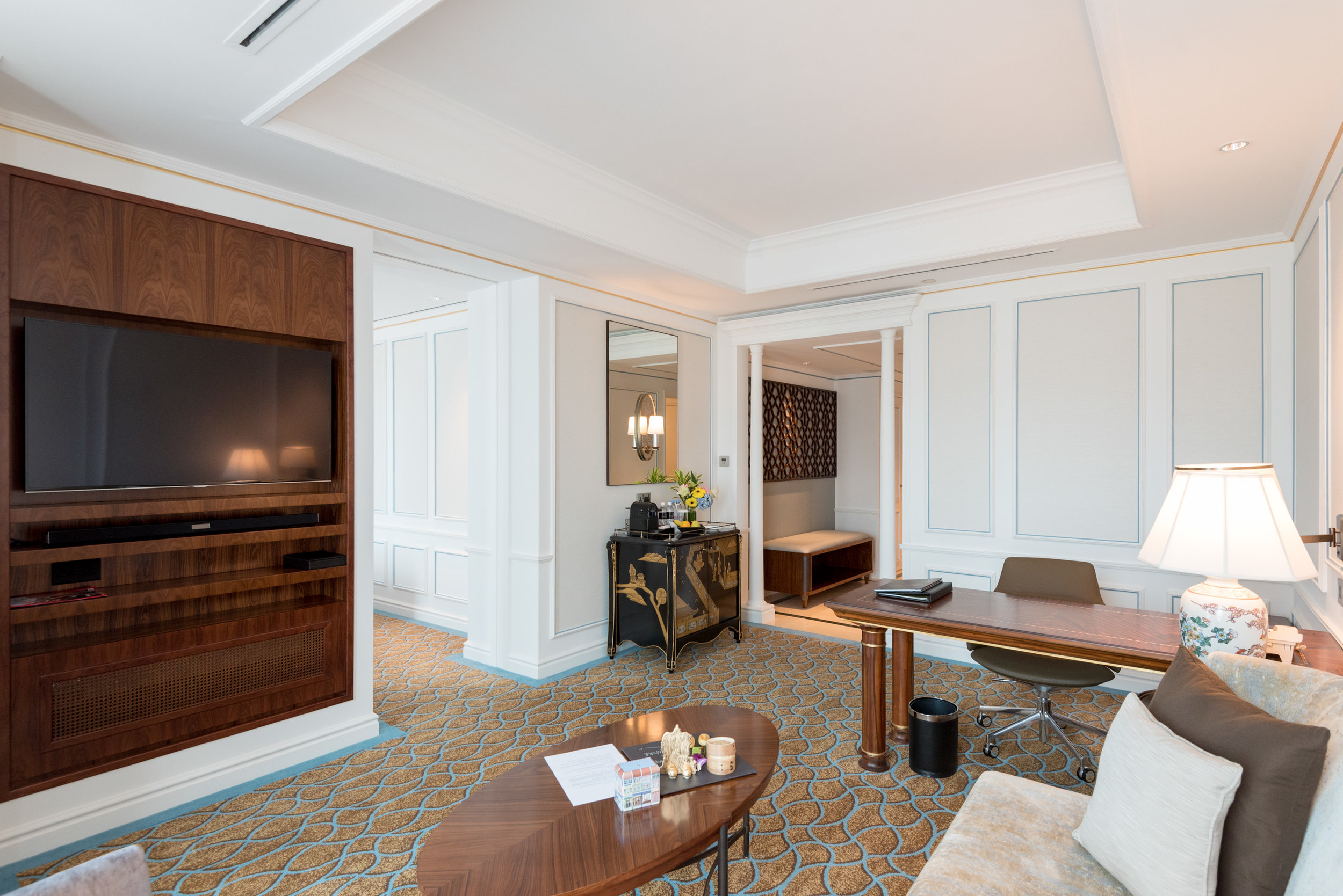 Living Room  Premier Suite - InterContinental Singapore