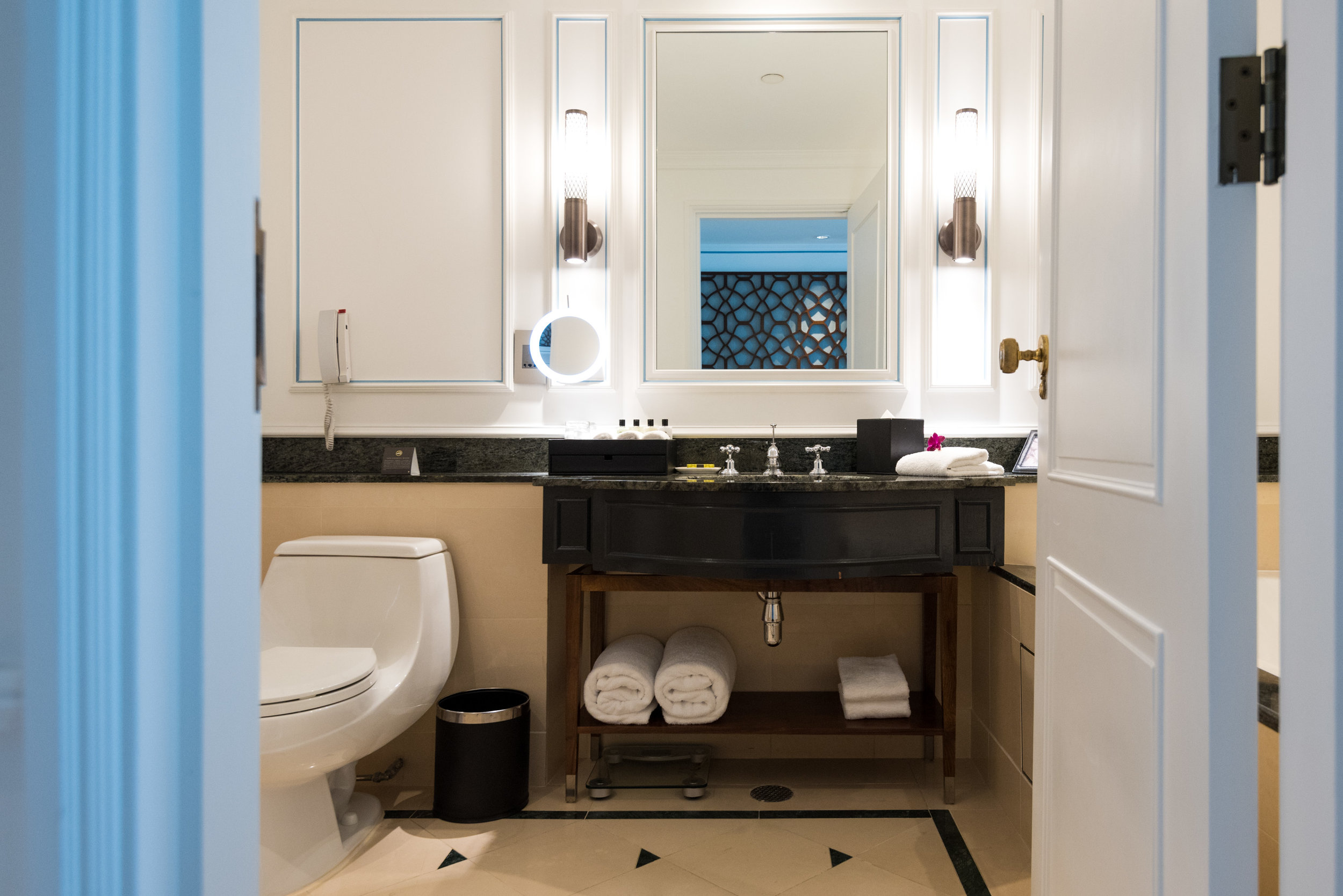 Bathroom    Premier Suite - InterContinental Singapore