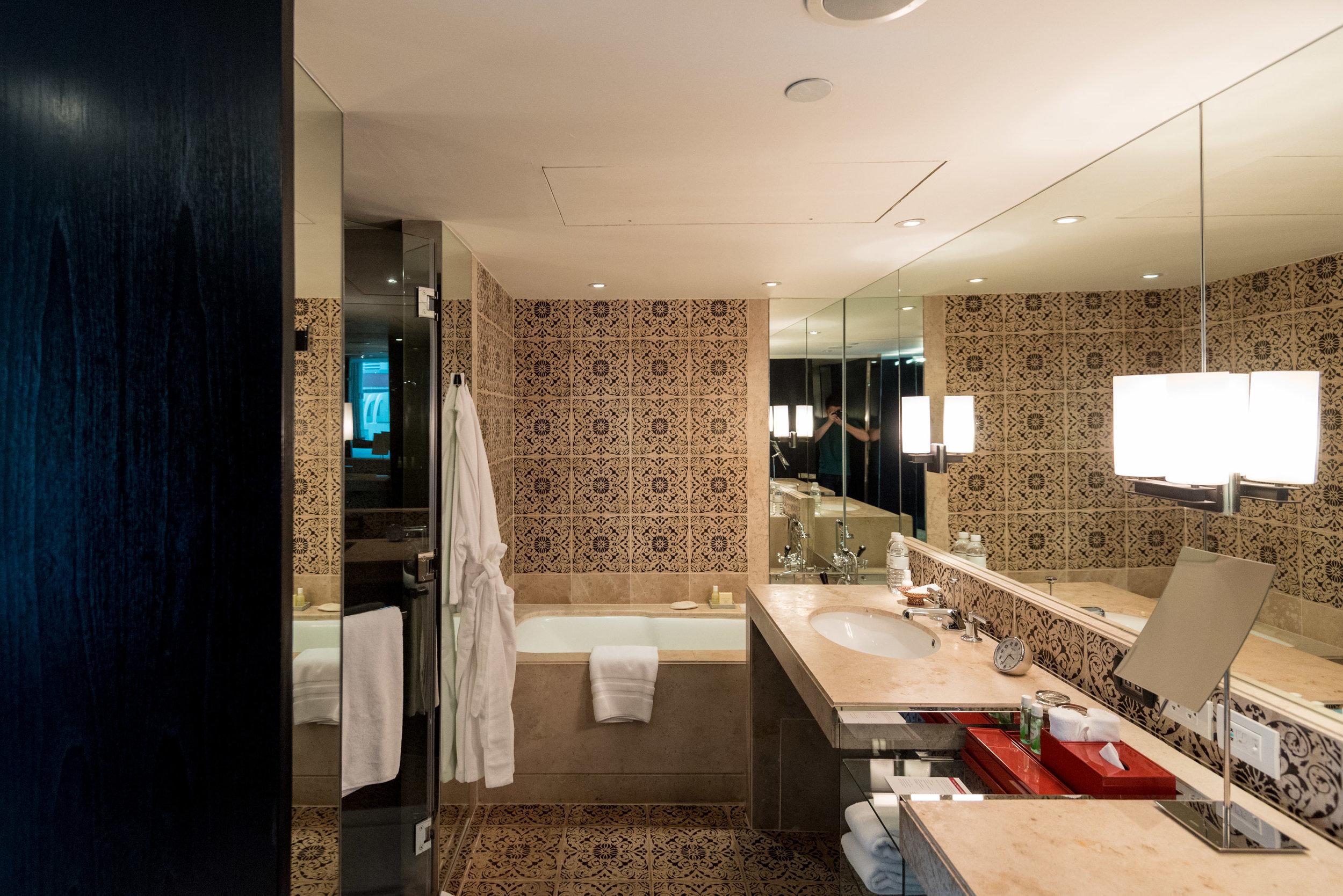 Bathroom     Grand Executive Suite King - Grand Hyatt Erawan Bangkok