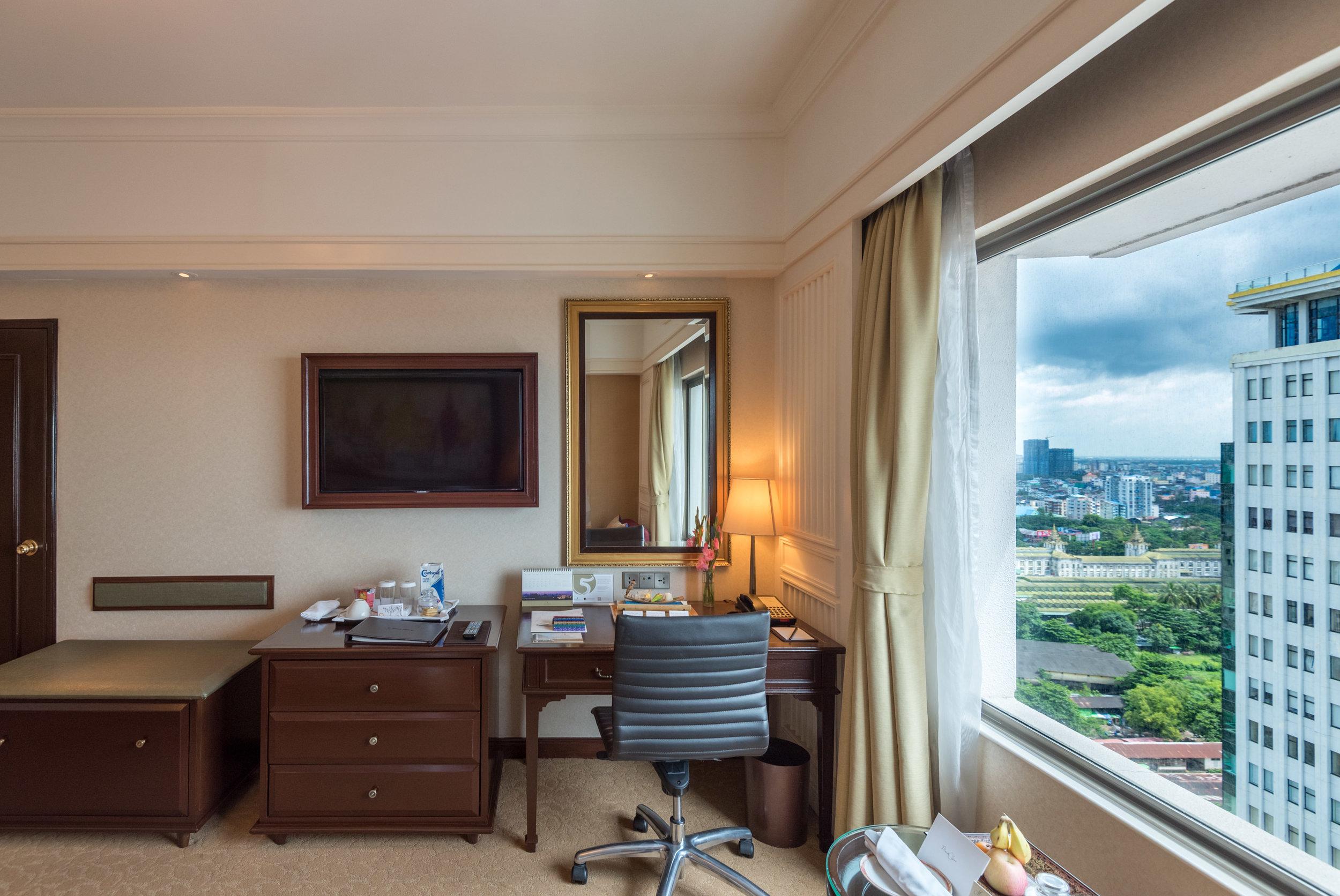 Work Desk  Horizon Club Room - Sule Shangri-La, Yangon