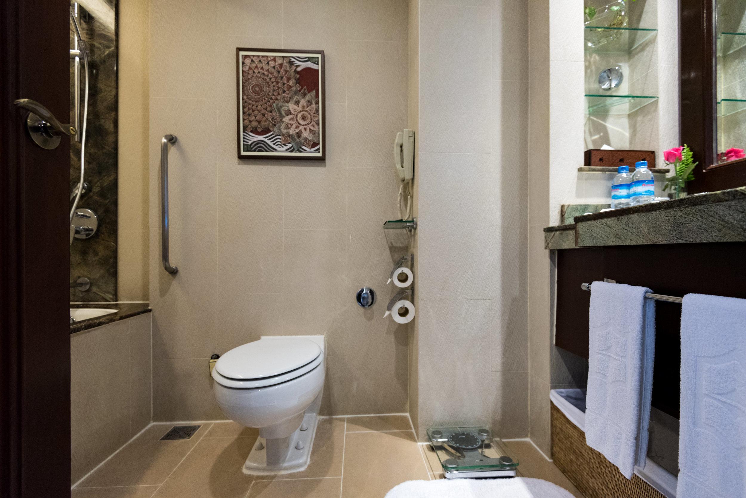 Bathroom  Horizon Club Room - Sule Shangri-La, Yangon