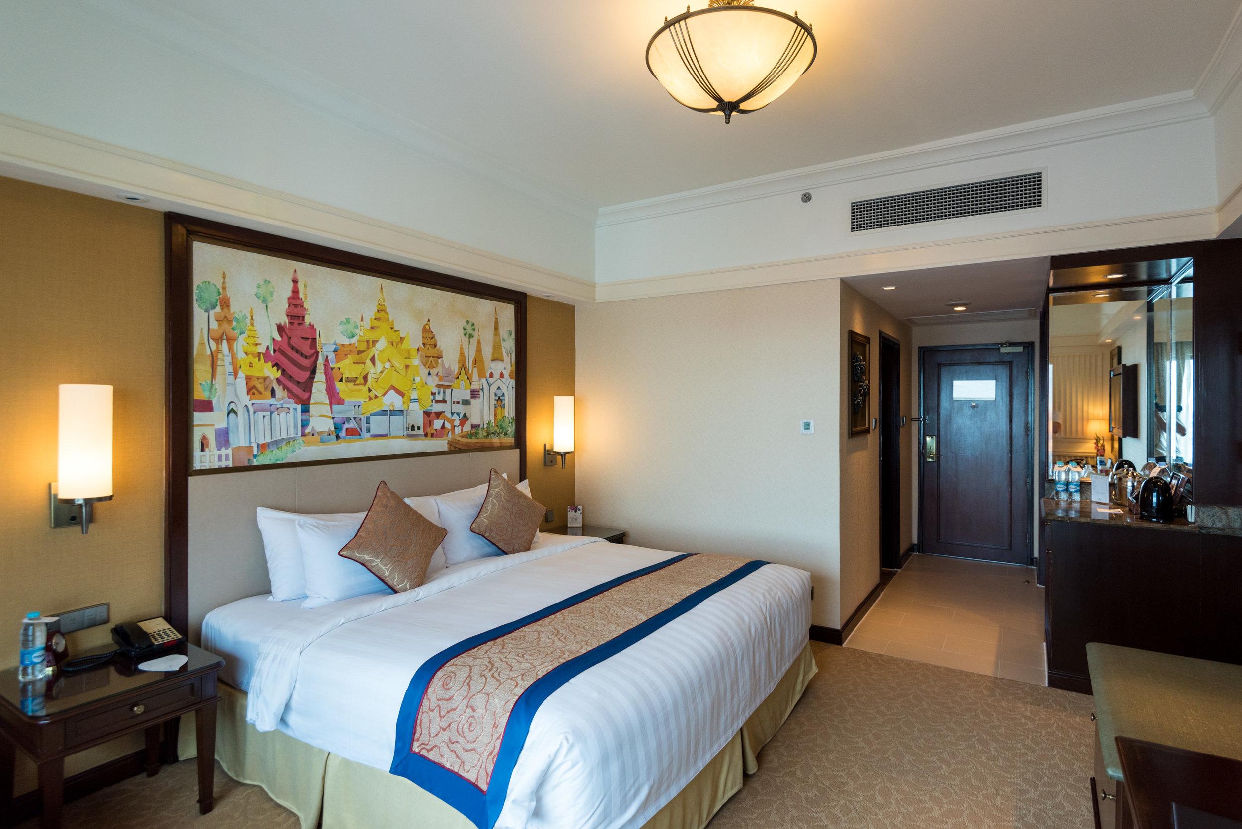 Bedroom  Horizon Club Room - Sule Shangri-La, Yangon