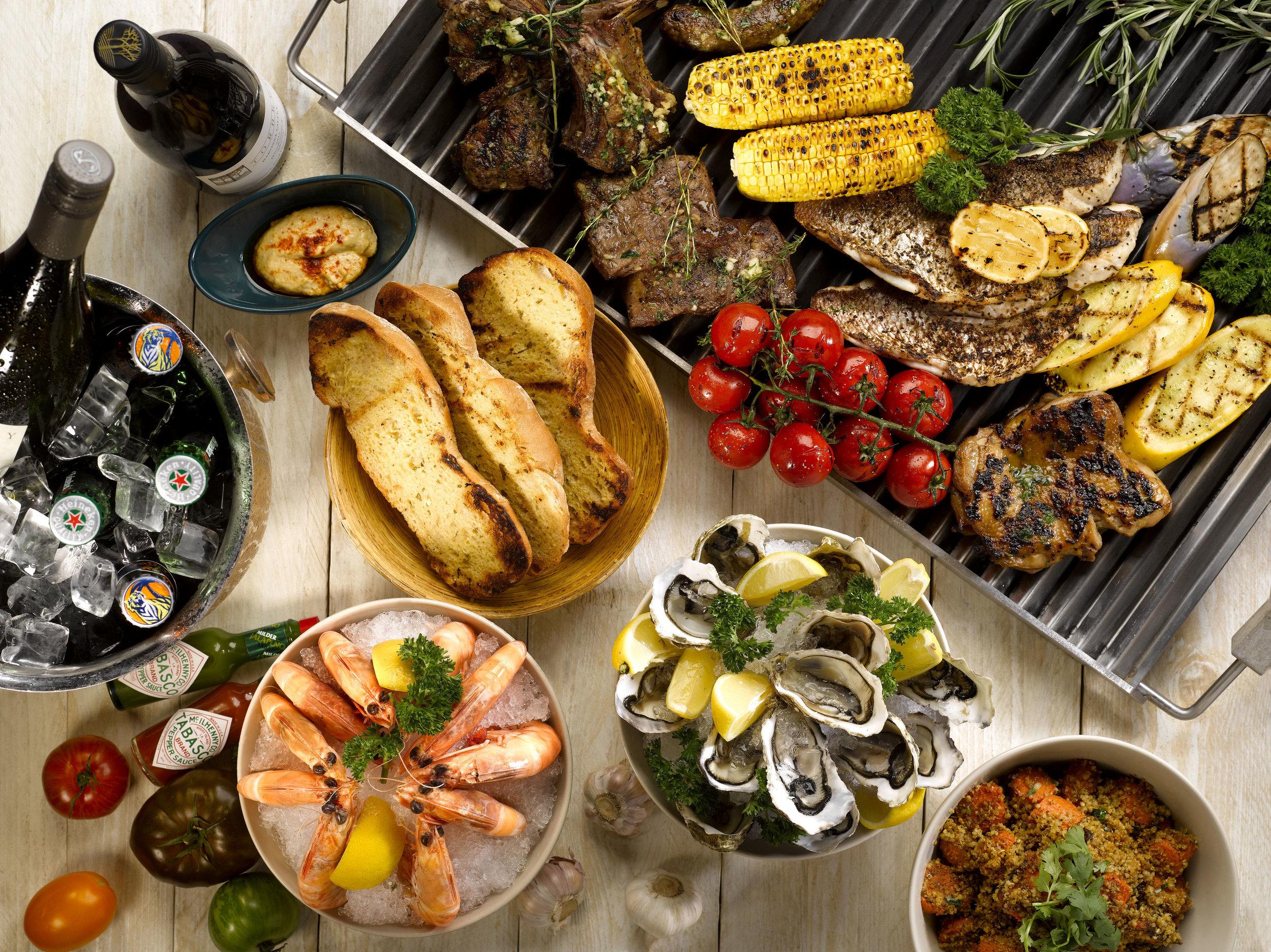 BBQ Buffet Dinner by the Pool | Photo Credit: Grand Hyatt Singapore
