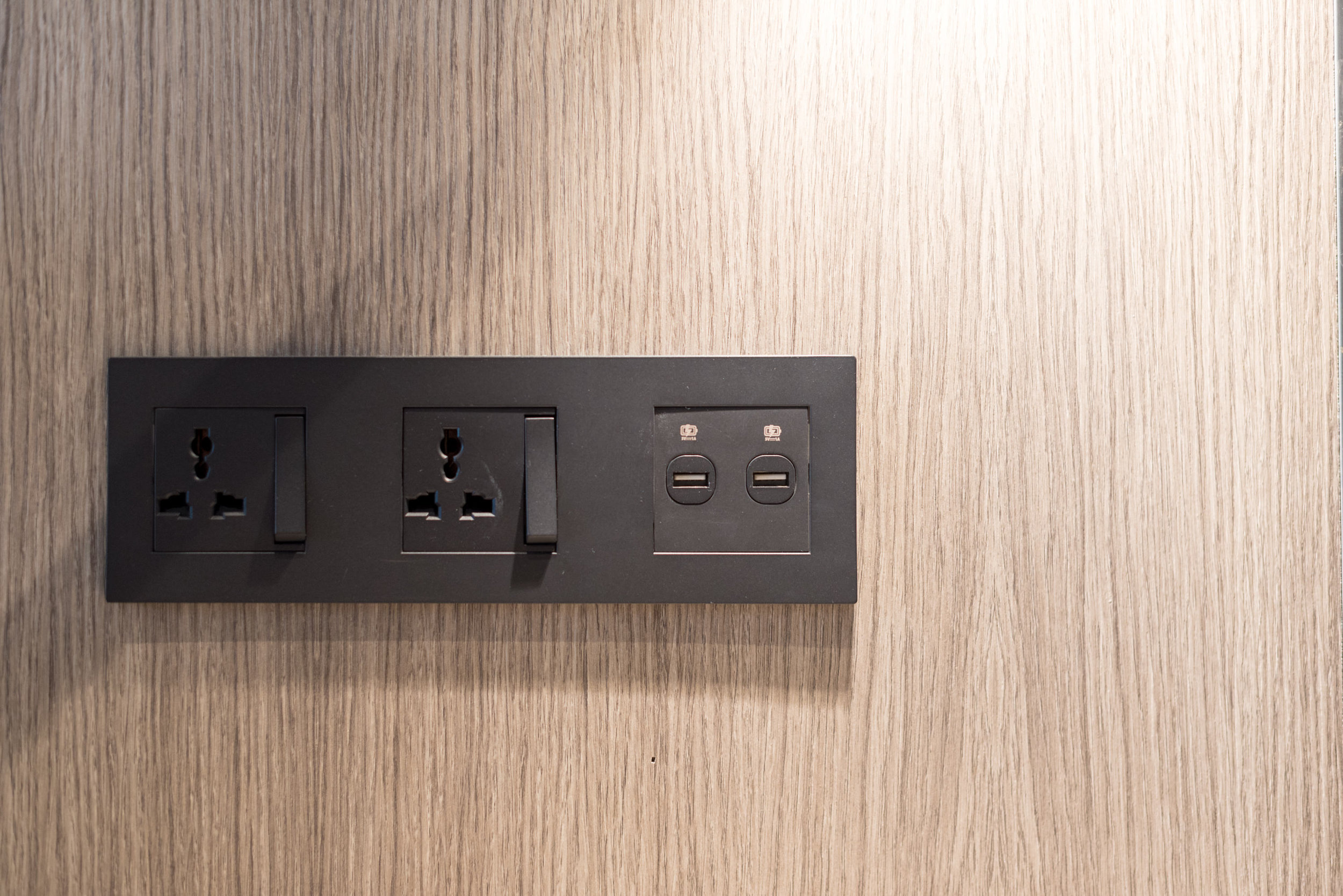 USB Charging - Business Room (King)  Crowne Plaza Changi Airport