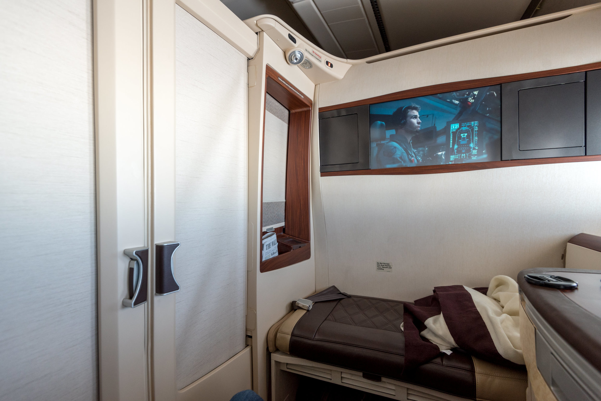 Suite 3F (Closed)  Singapore Airlines Suites A380-800 - AKL to SIN