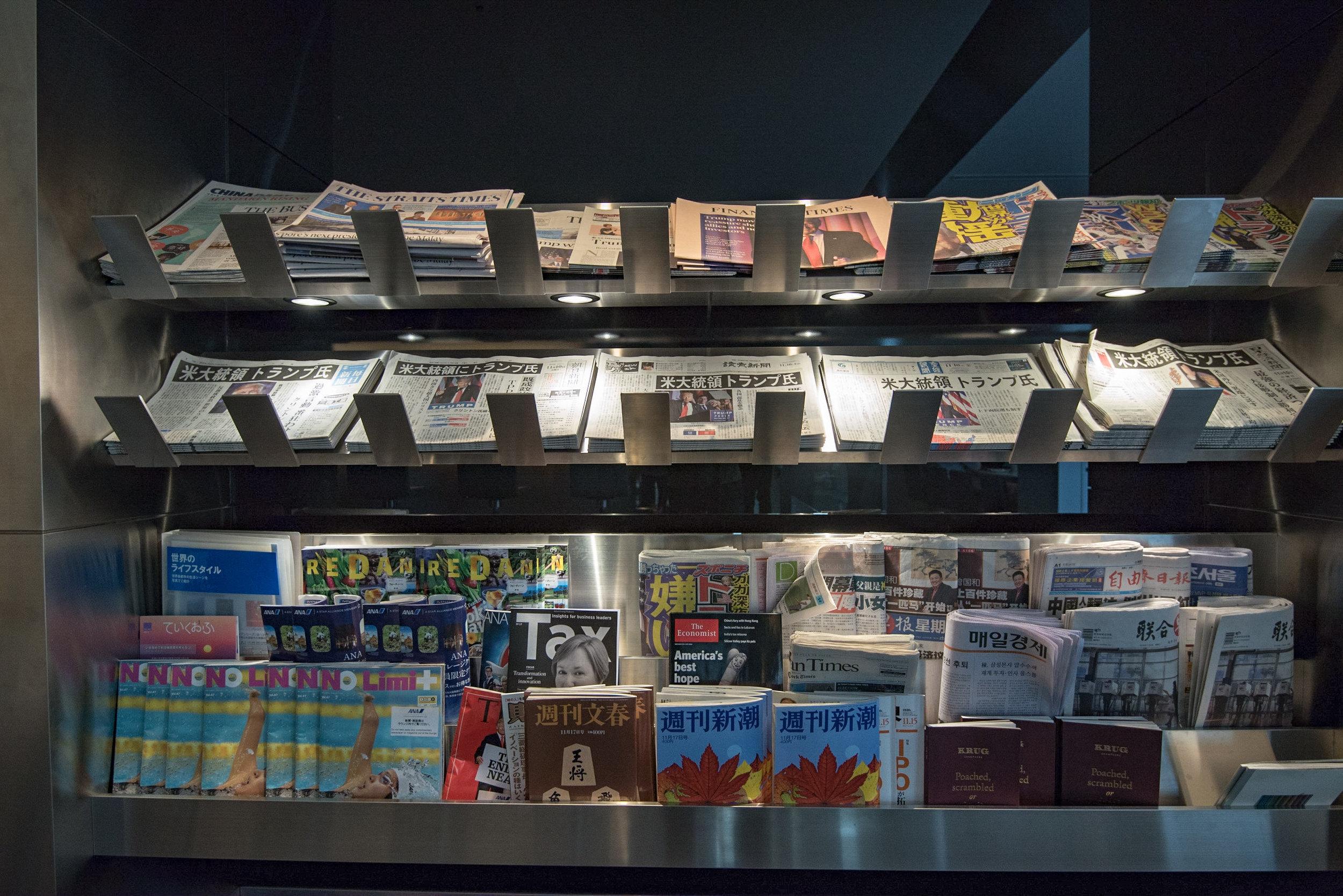 Magazines and Newspapers - ANA Lounge  Haneda Airport (International Terminal)
