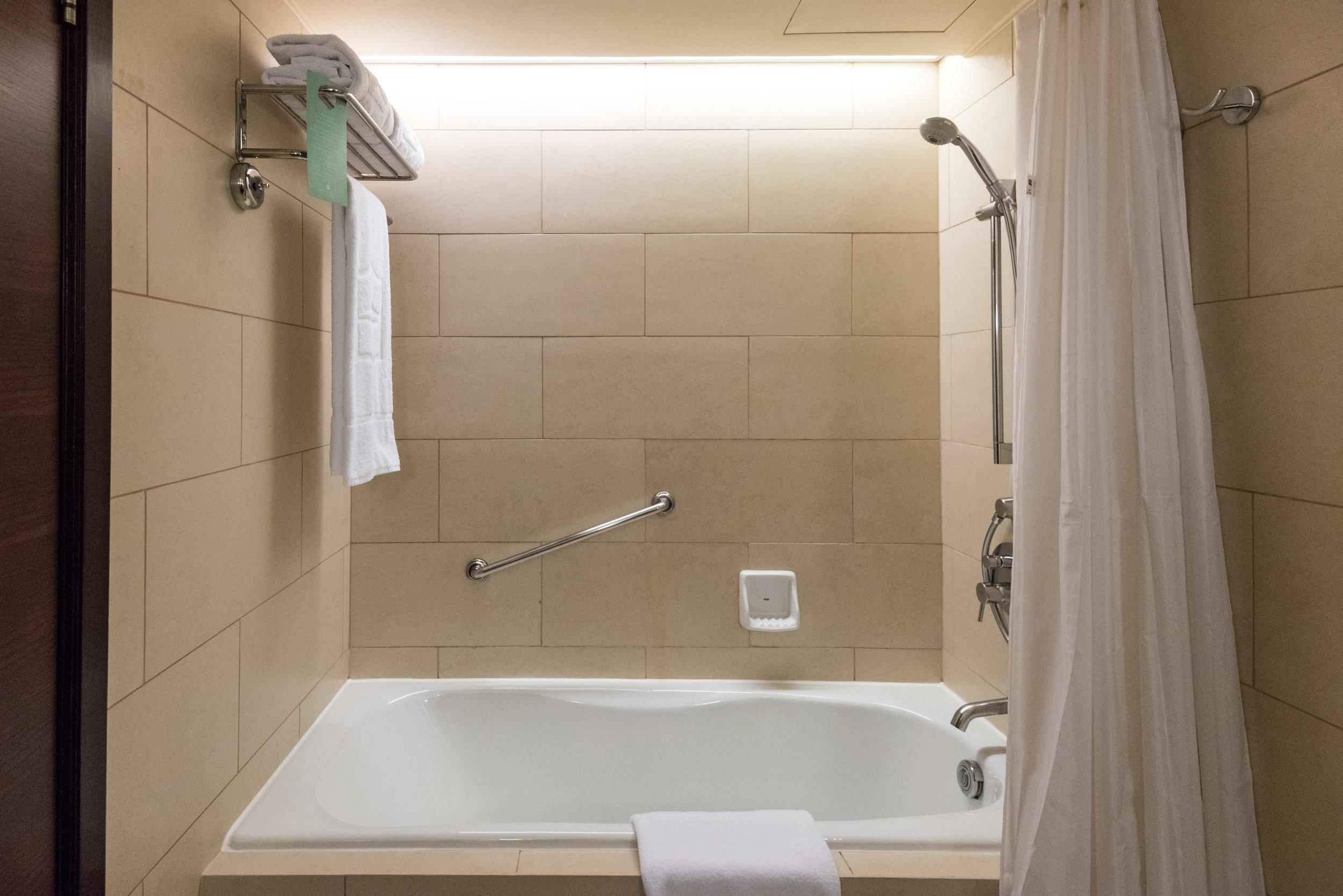 Bathroom - Ocean Wing Panorama Room  Shangri-La's Mactan Resort and Spa, Cebu