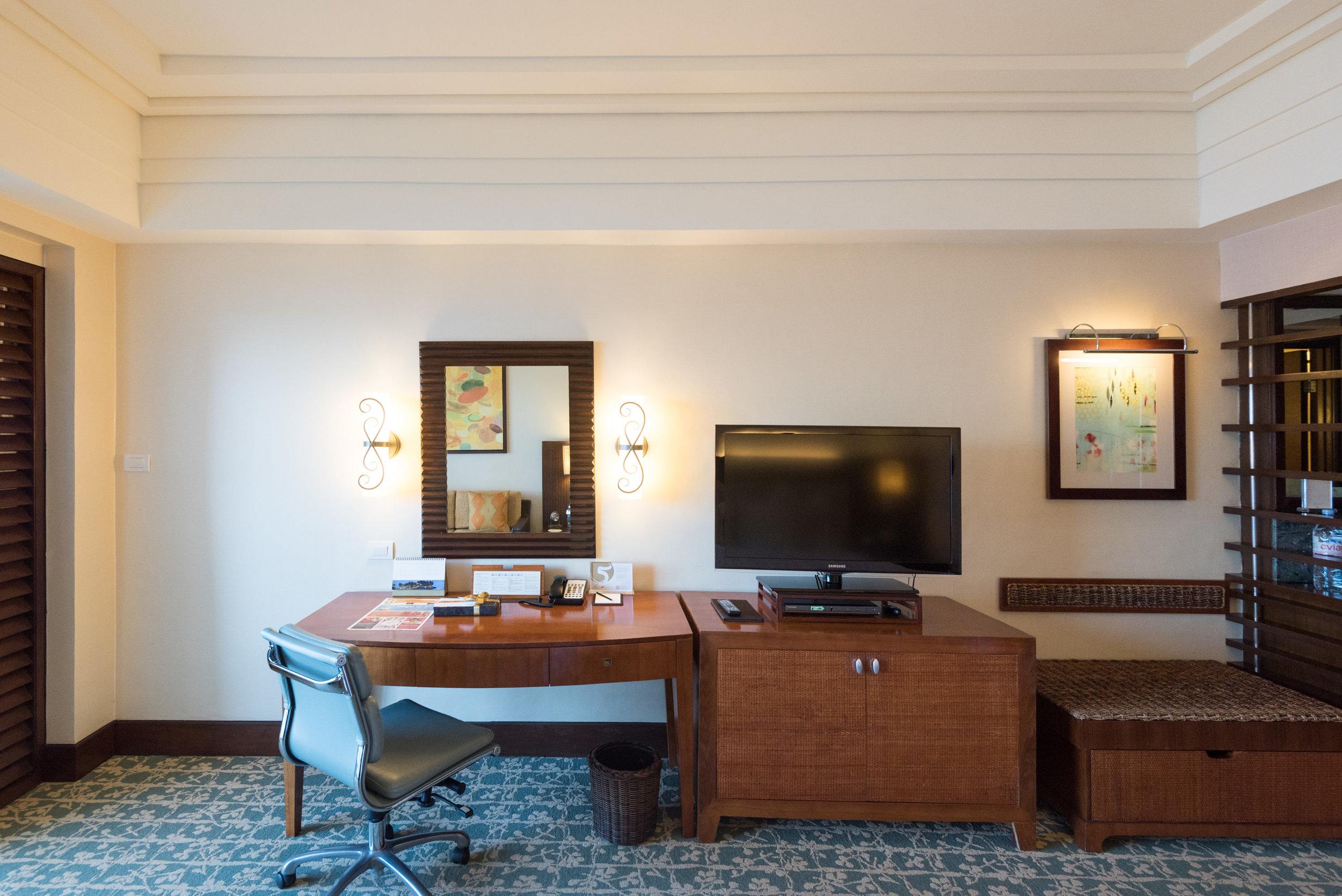 Bedroom - Ocean Wing Panorama Room  Shangri-La's Mactan Resort and Spa, Cebu