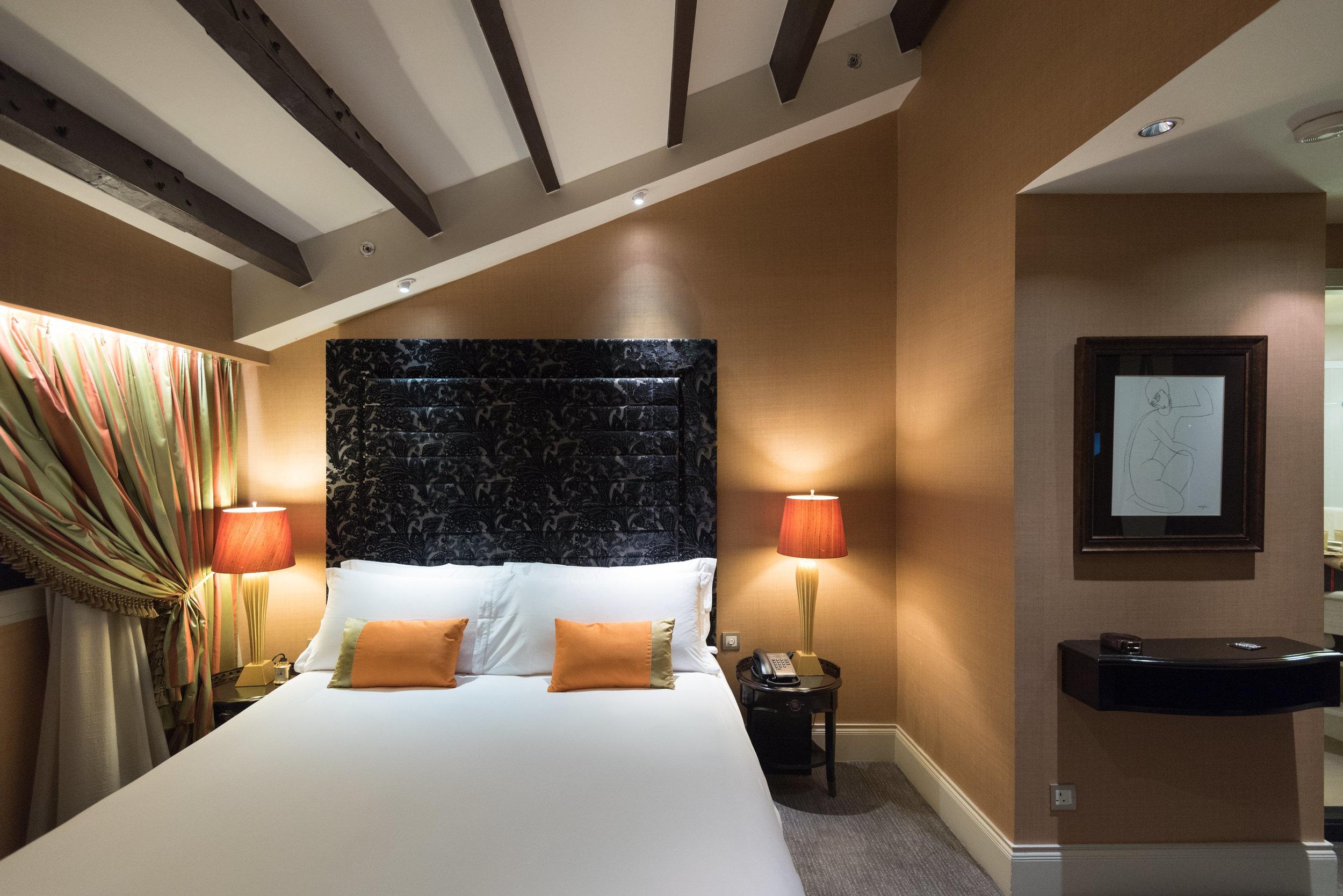 Bed  Premium Room - The Scarlet Singapore