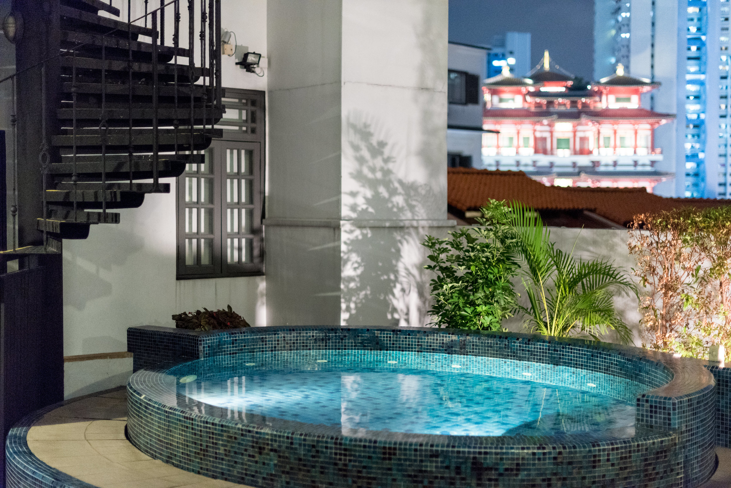 Outdoor Jacuzzi   The Scarlet Singapore