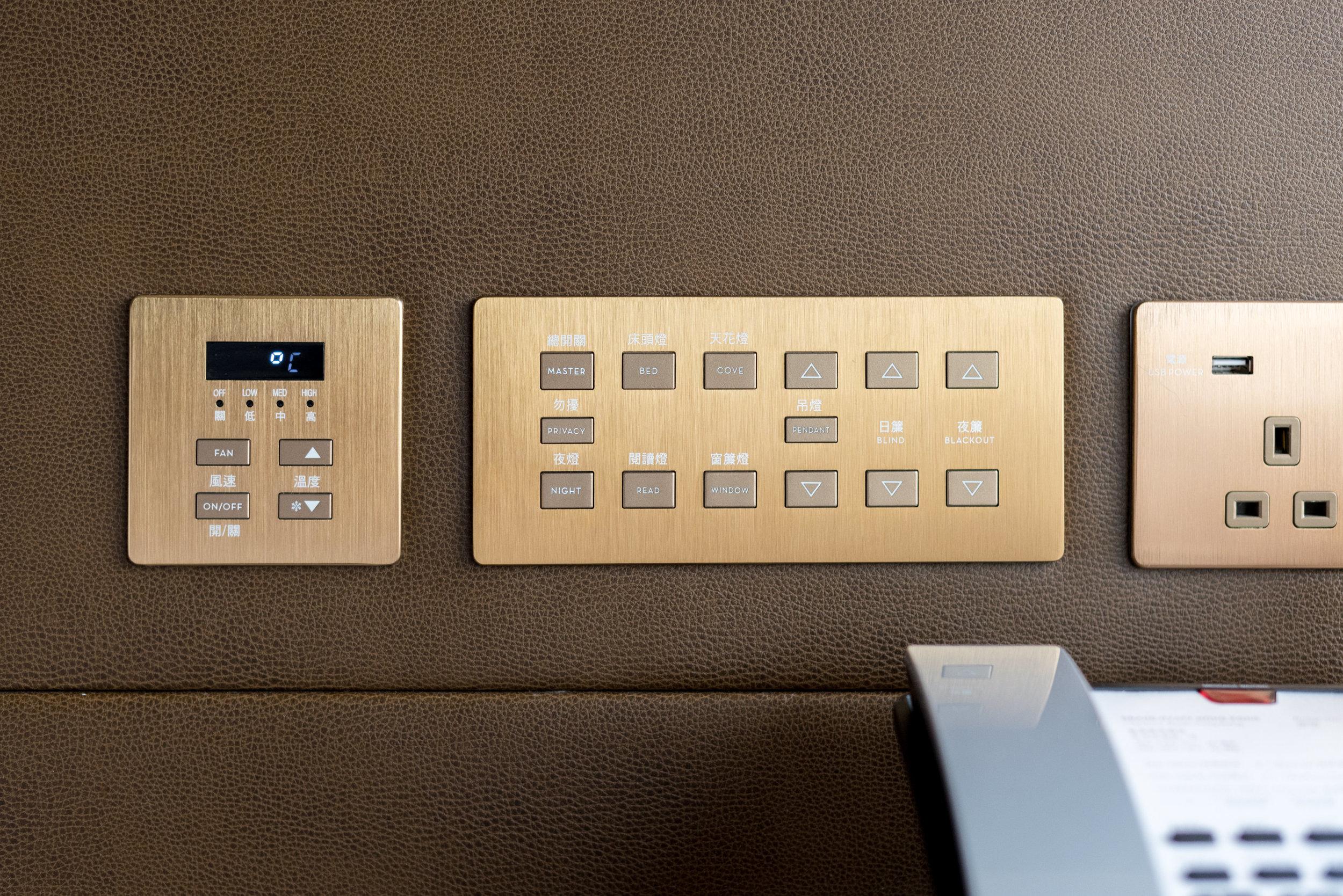 Bedside Controls  Victoria Harbour Suite - Grand Hyatt Hong Kong