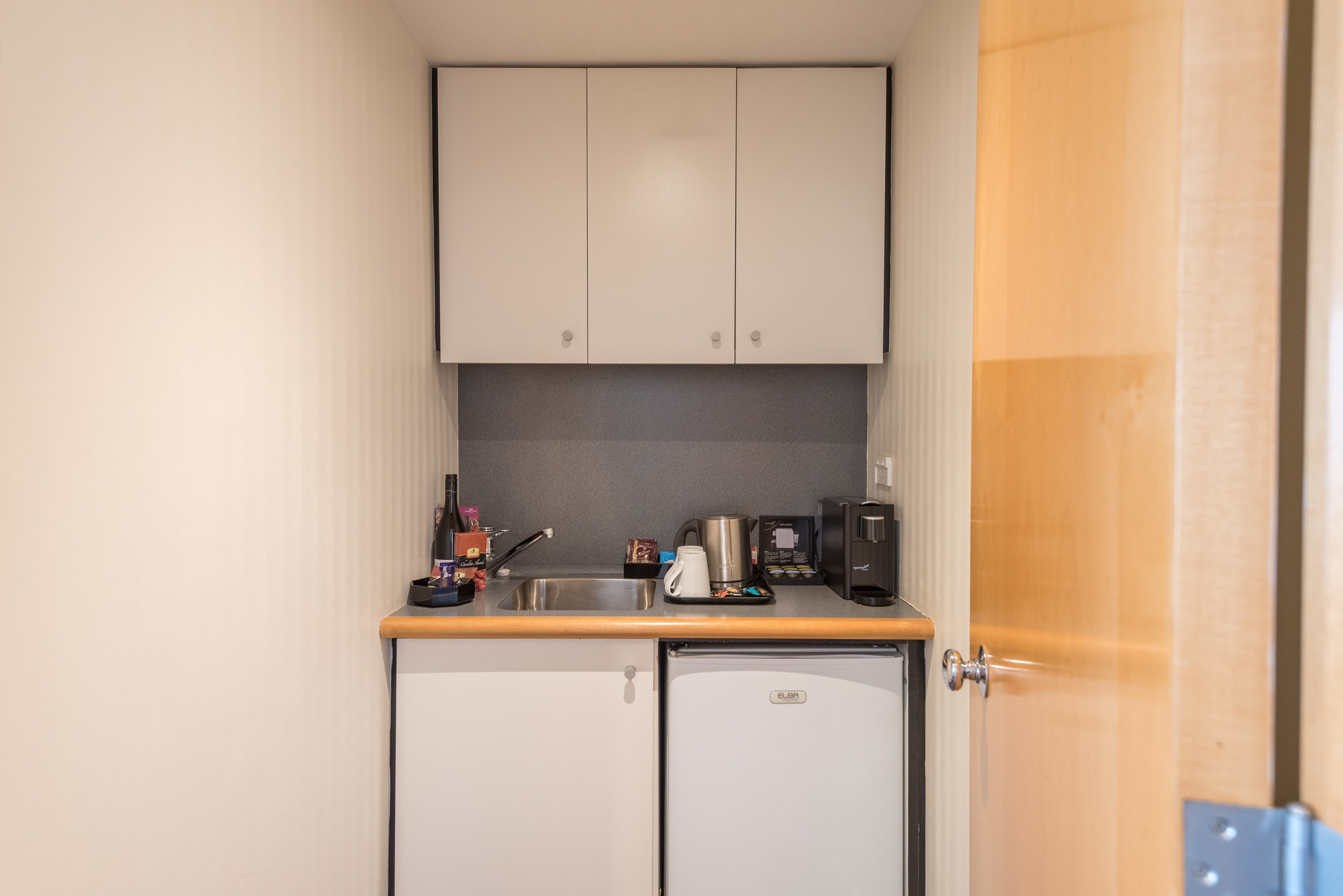 Small Kitchenette (Lower Level)  Executive Suite - Crowne Plaza Auckland