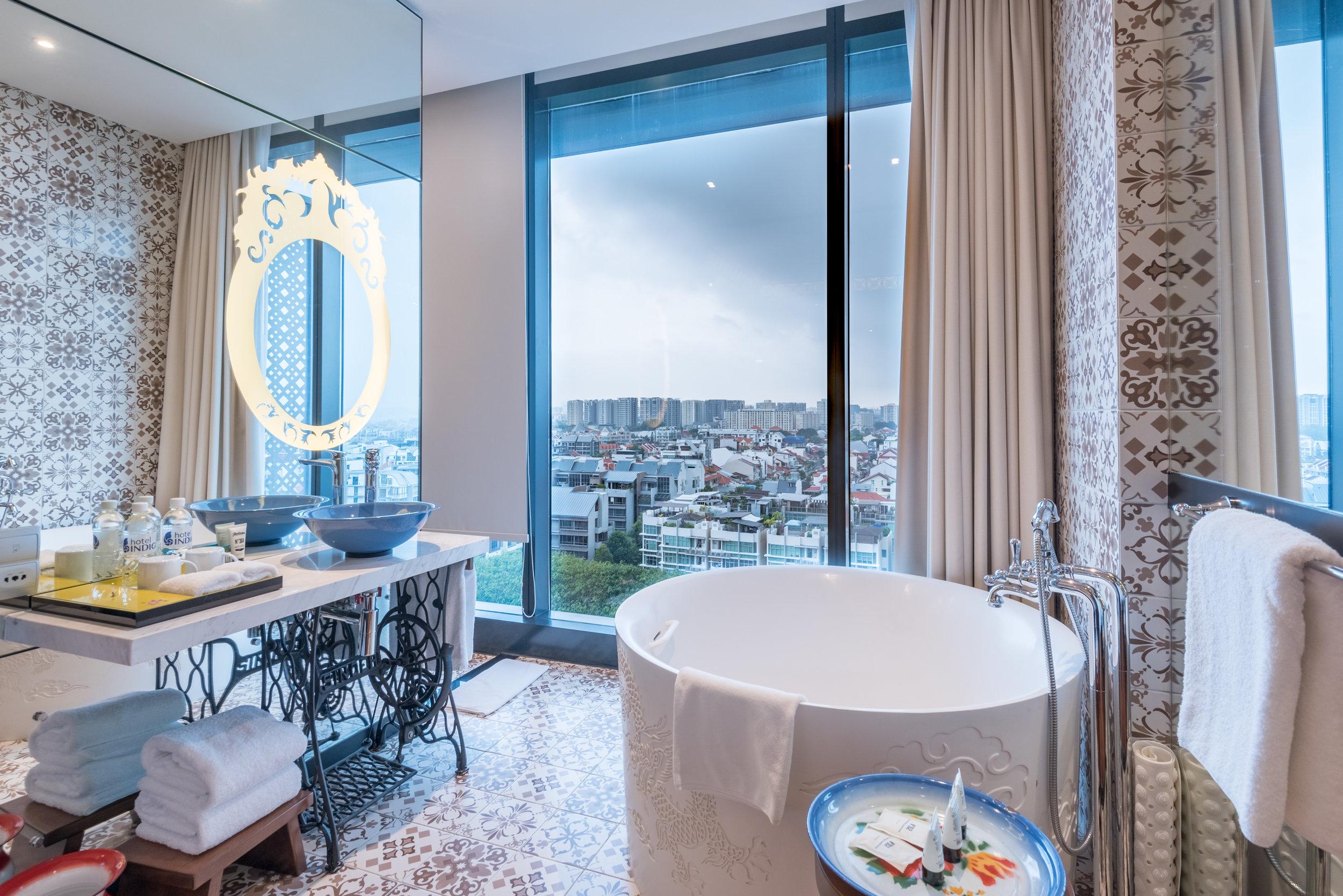 Bathtub  Premier View Room with Bathtub - Hotel Indigo Singapore Katong