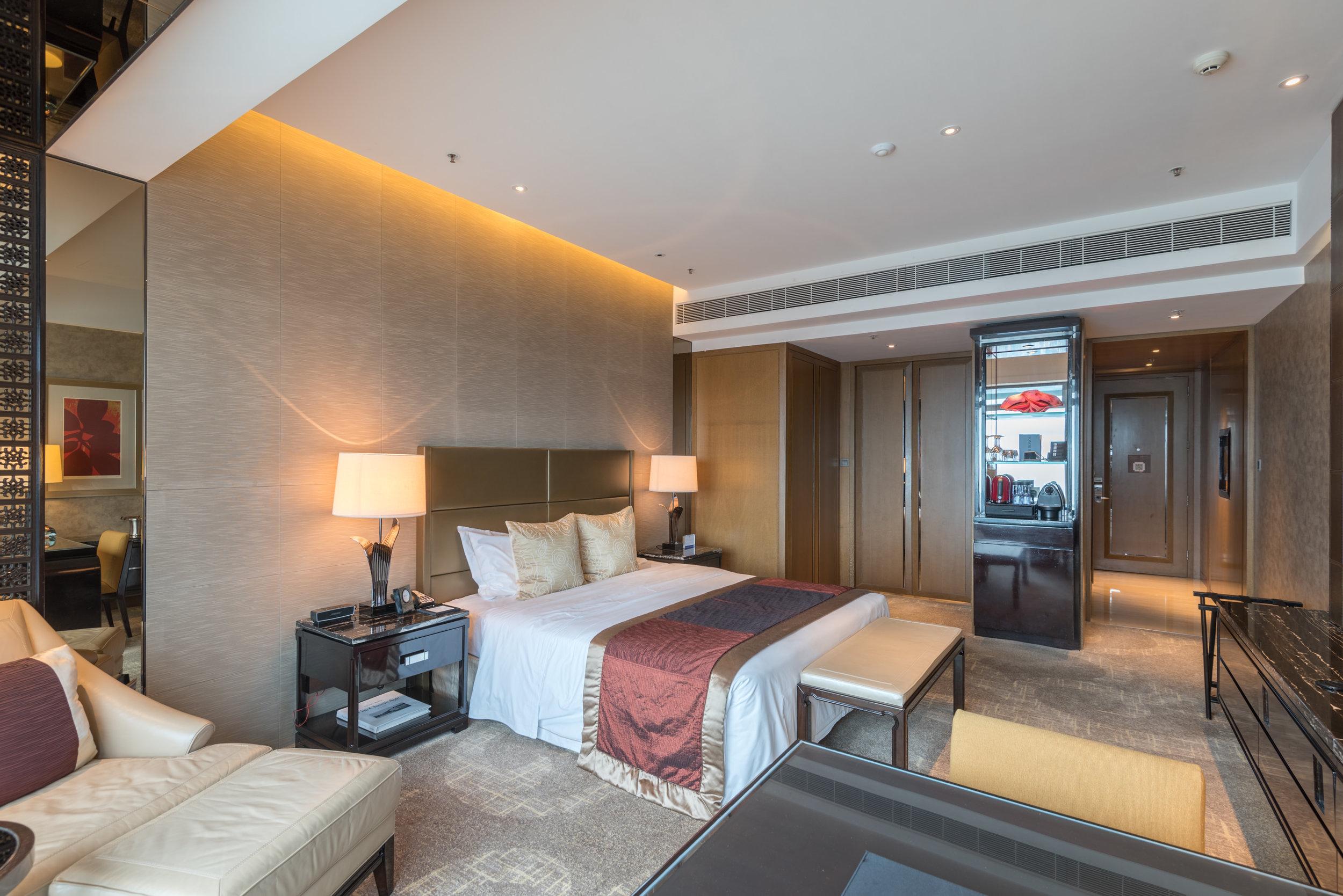 Bedroom  Club Deluxe Victoria Harbour Room - The Ritz-Carlton, Hong Kong