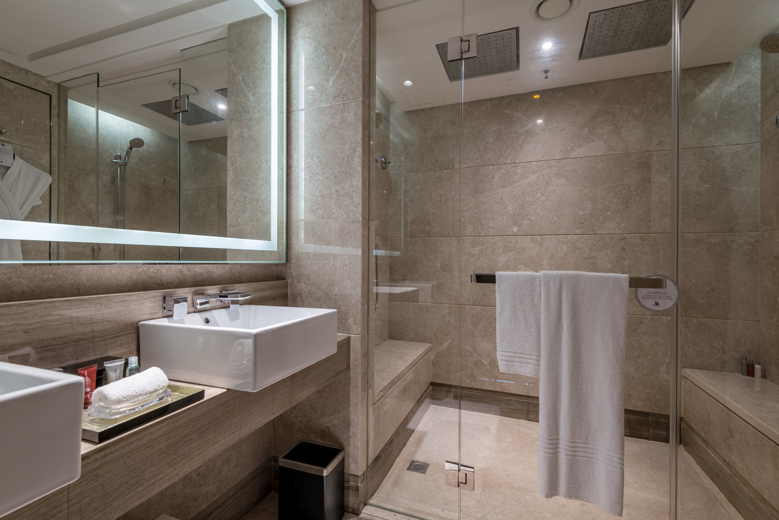 Bathroom  Studio Room - Singapore Marriott Tang Plaza Hotel