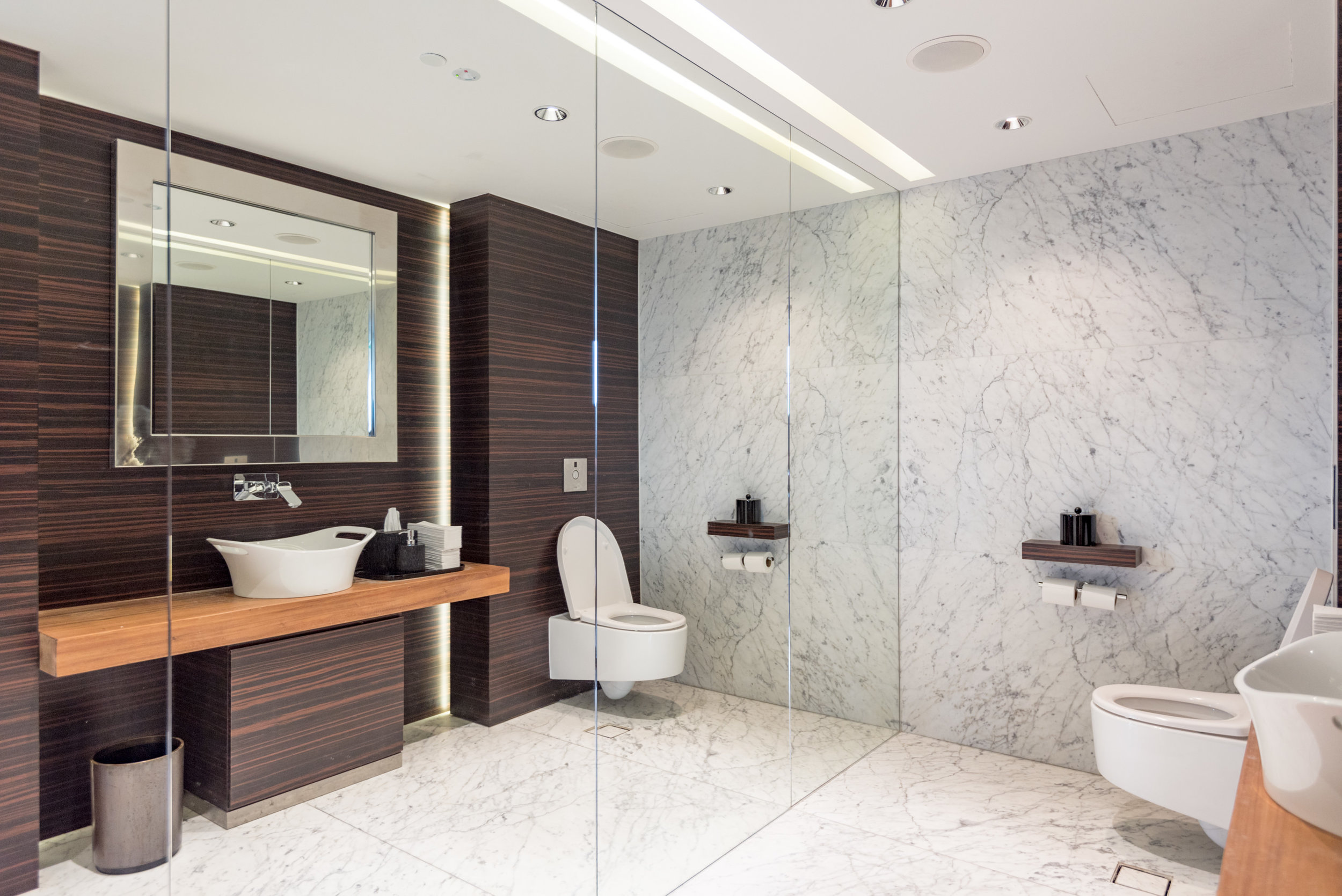 Bathroom  Executive Lounge - Singapore Marriott Tang Plaza Hotel
