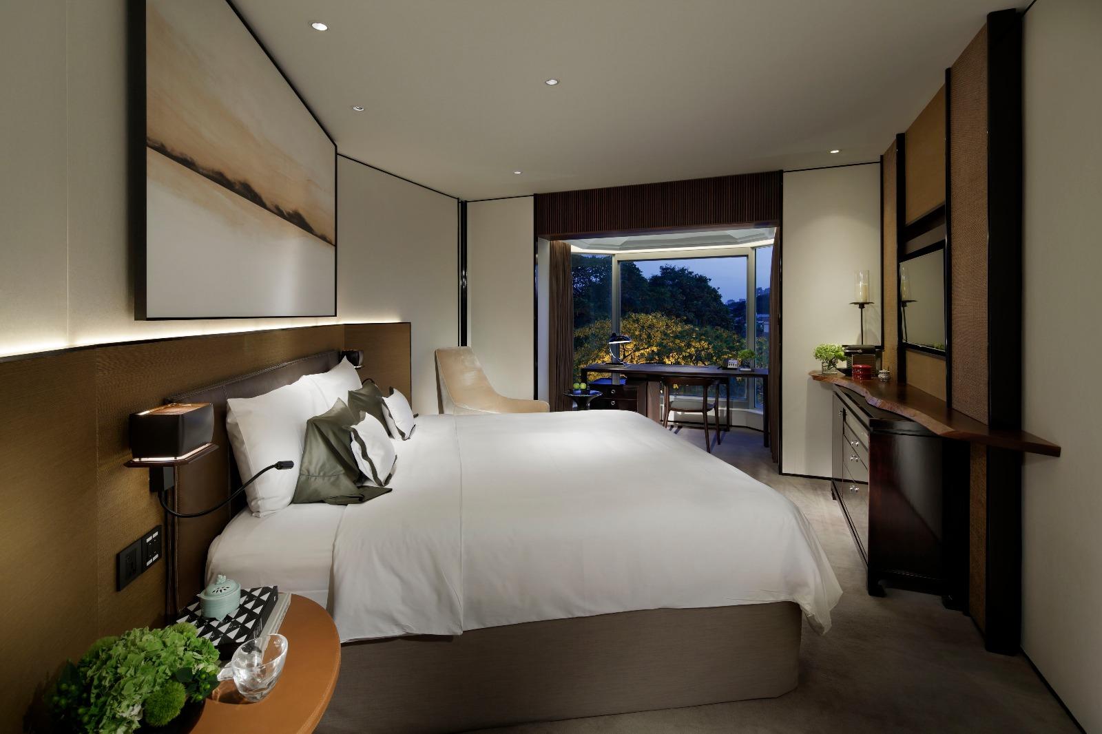 Refurbished Deluxe Room (Tower Wing)   Photo Credit: Shangri-La Hotel, Singapore