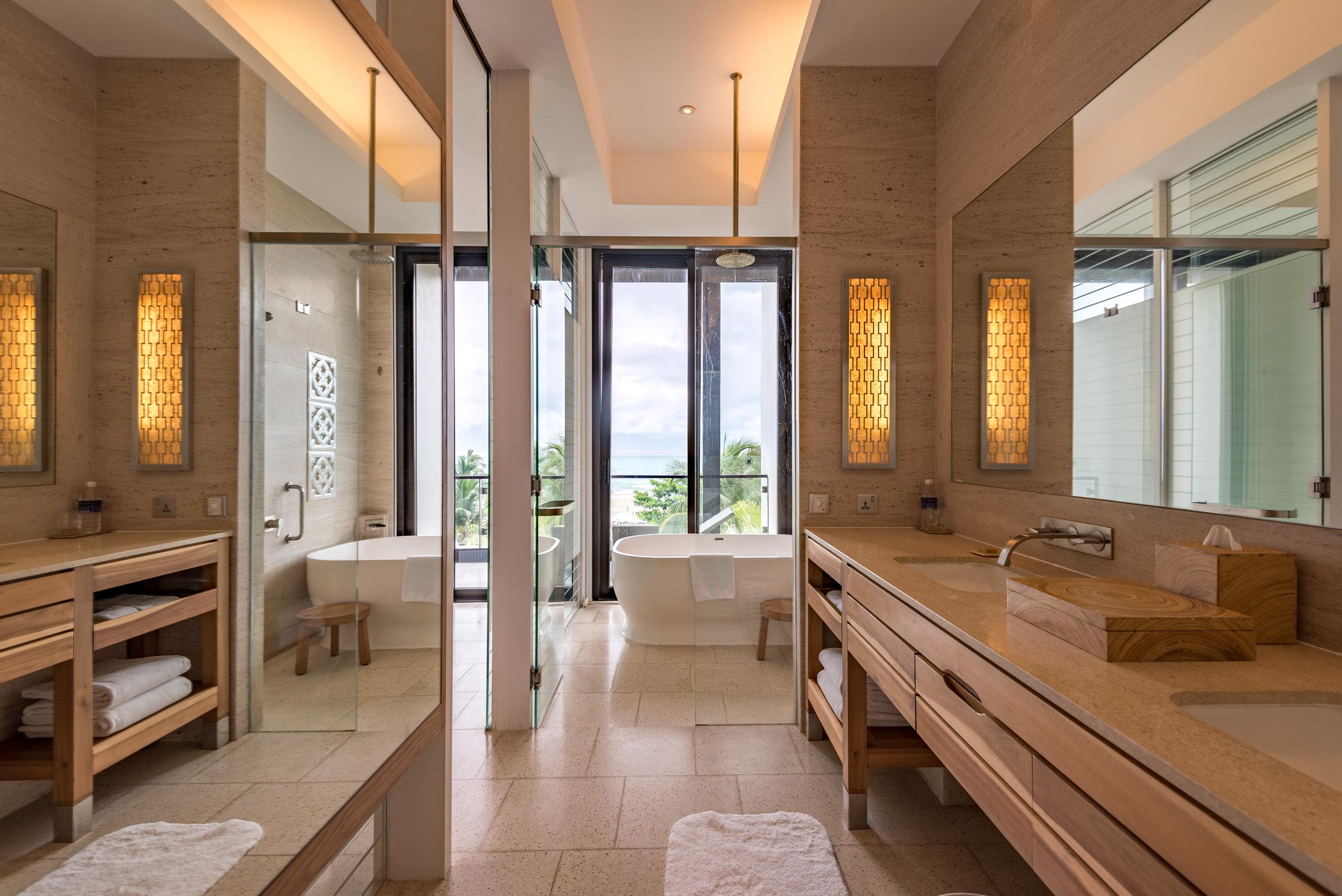 Bathroom  Regency Suite - Hyatt Regency Danang Resort and Spa