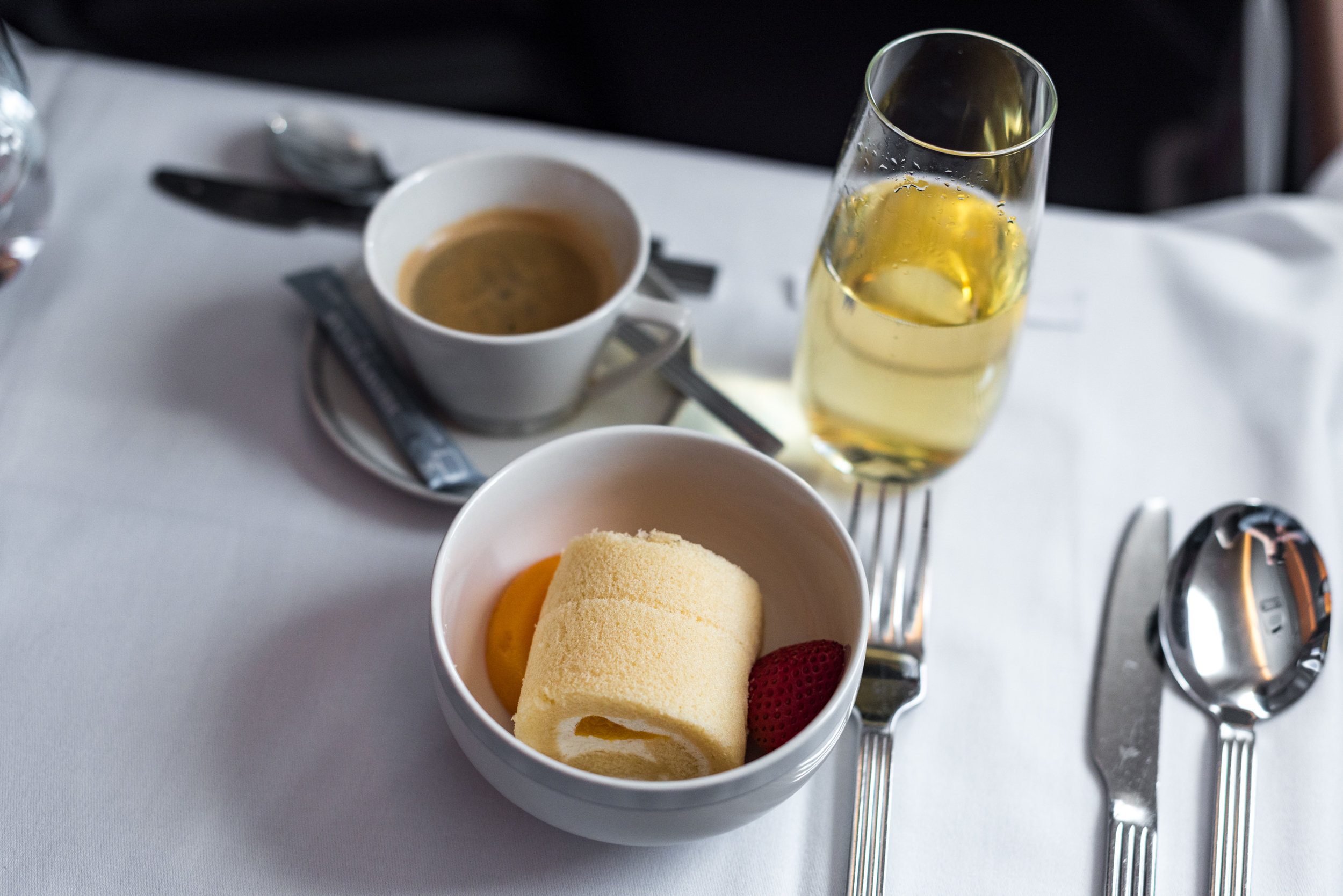 Summer Peach Chantilly Cake - Brunch Service  Singapore Airlines SQ856 Business - SIN to HKG