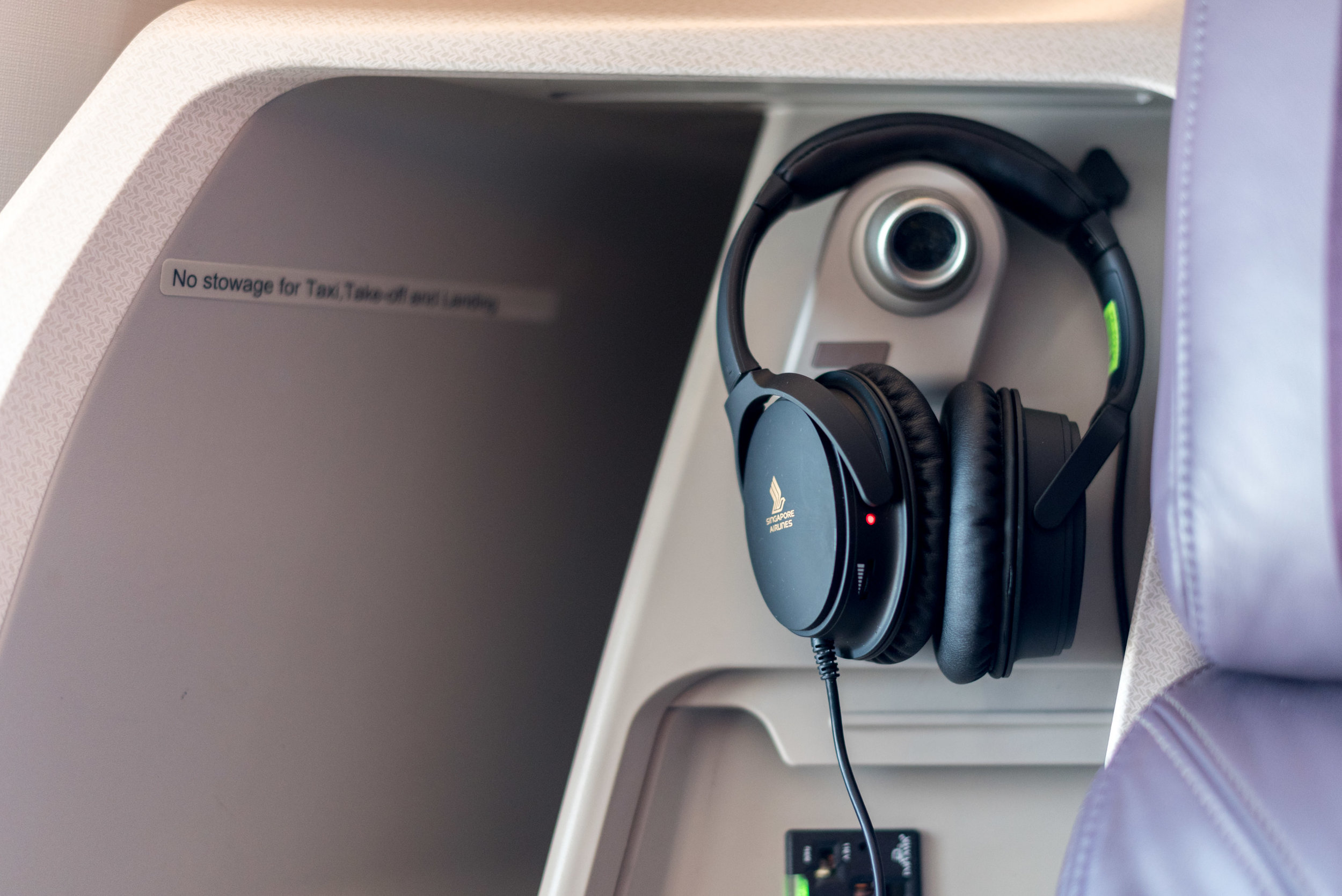 New Headphones on Business Class  Singapore Airlines SQ856 Business - SIN to HKG